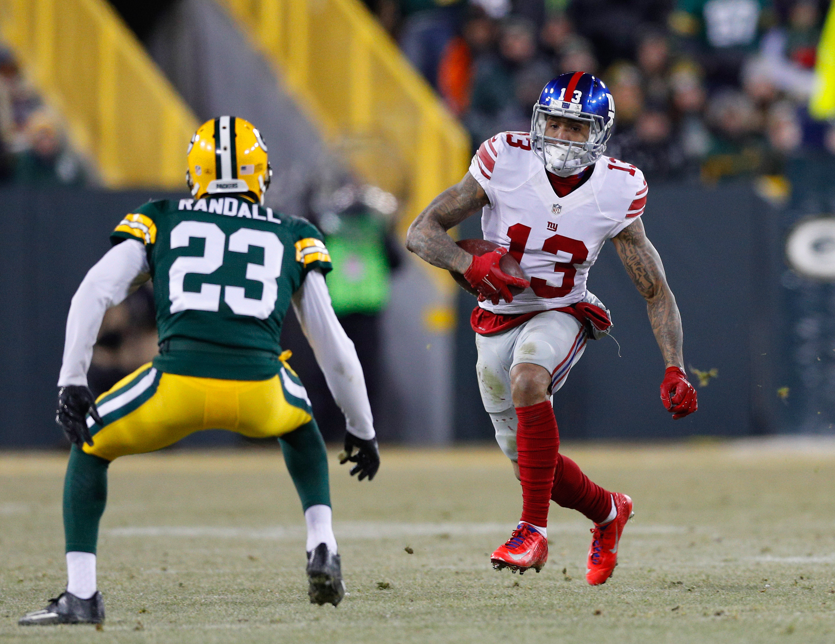 9817919-nfl-nfc-wild-card-new-york-giants-at-green-bay-packers