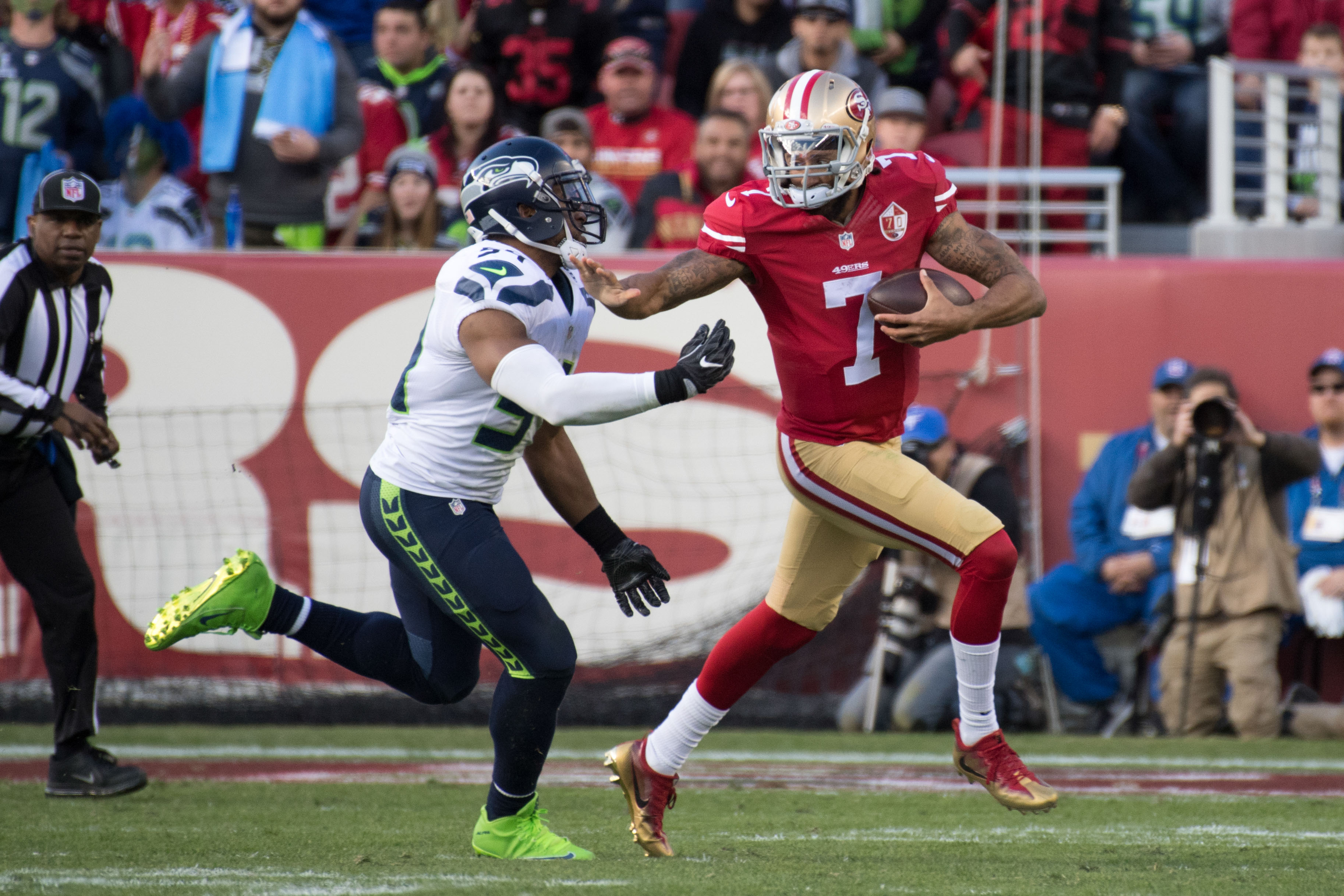 9823067-nfl-seattle-seahawks-at-san-francisco-49ers-1
