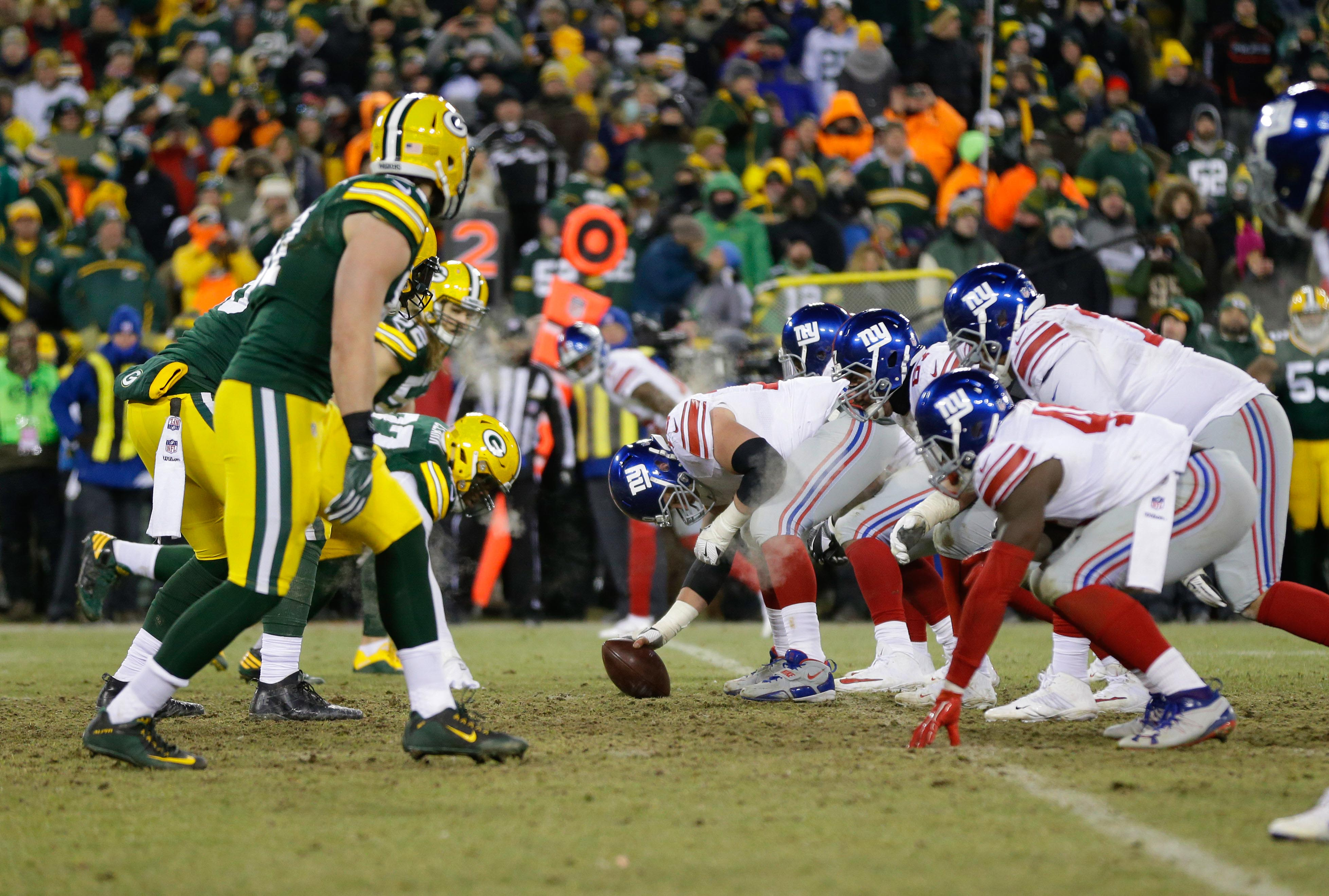 9823837-nfl-nfc-wild-card-new-york-giants-at-green-bay-packers