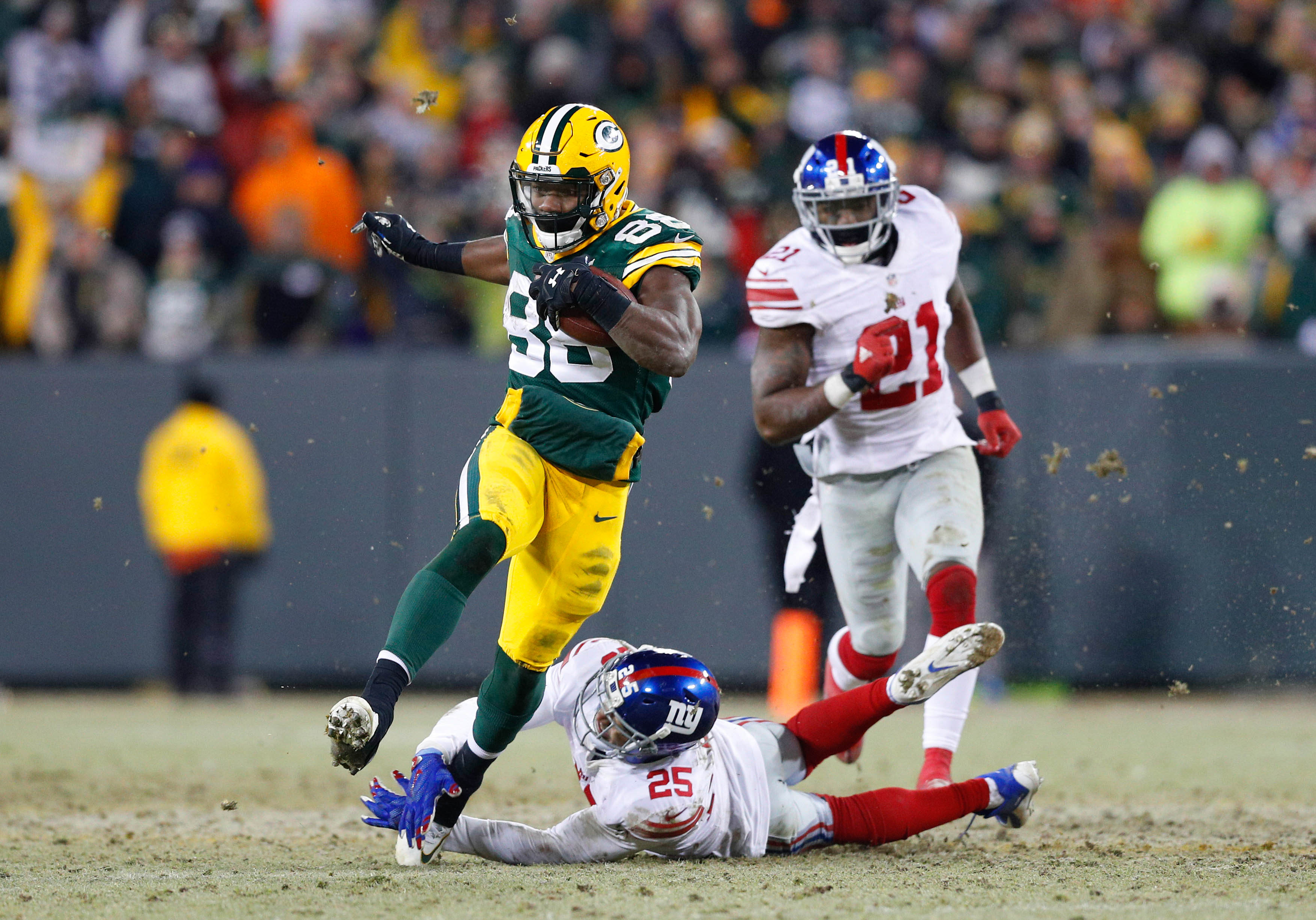 9823868-nfl-nfc-wild-card-new-york-giants-at-green-bay-packers