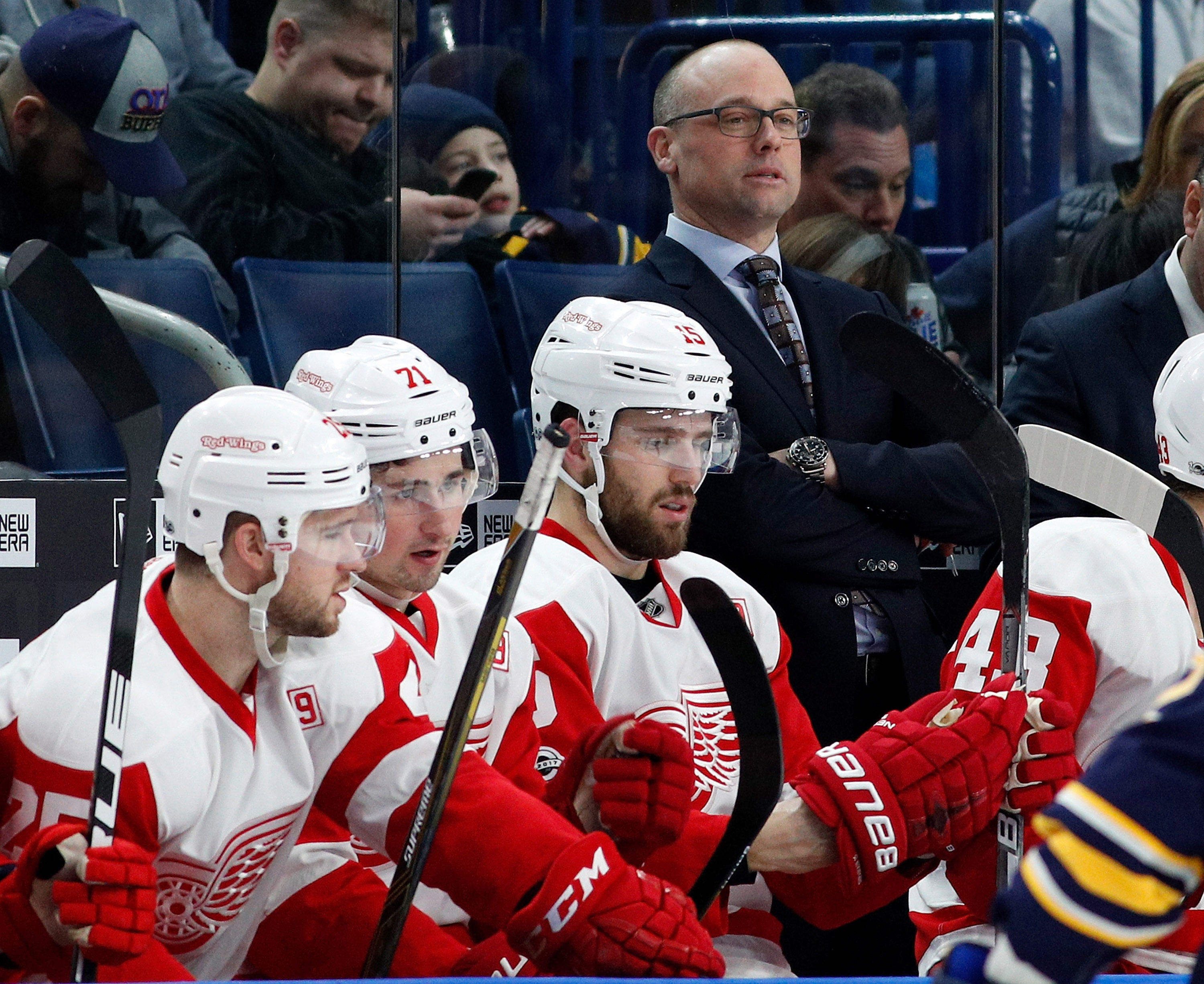 9826274-nhl-detroit-red-wings-at-buffalo-sabres