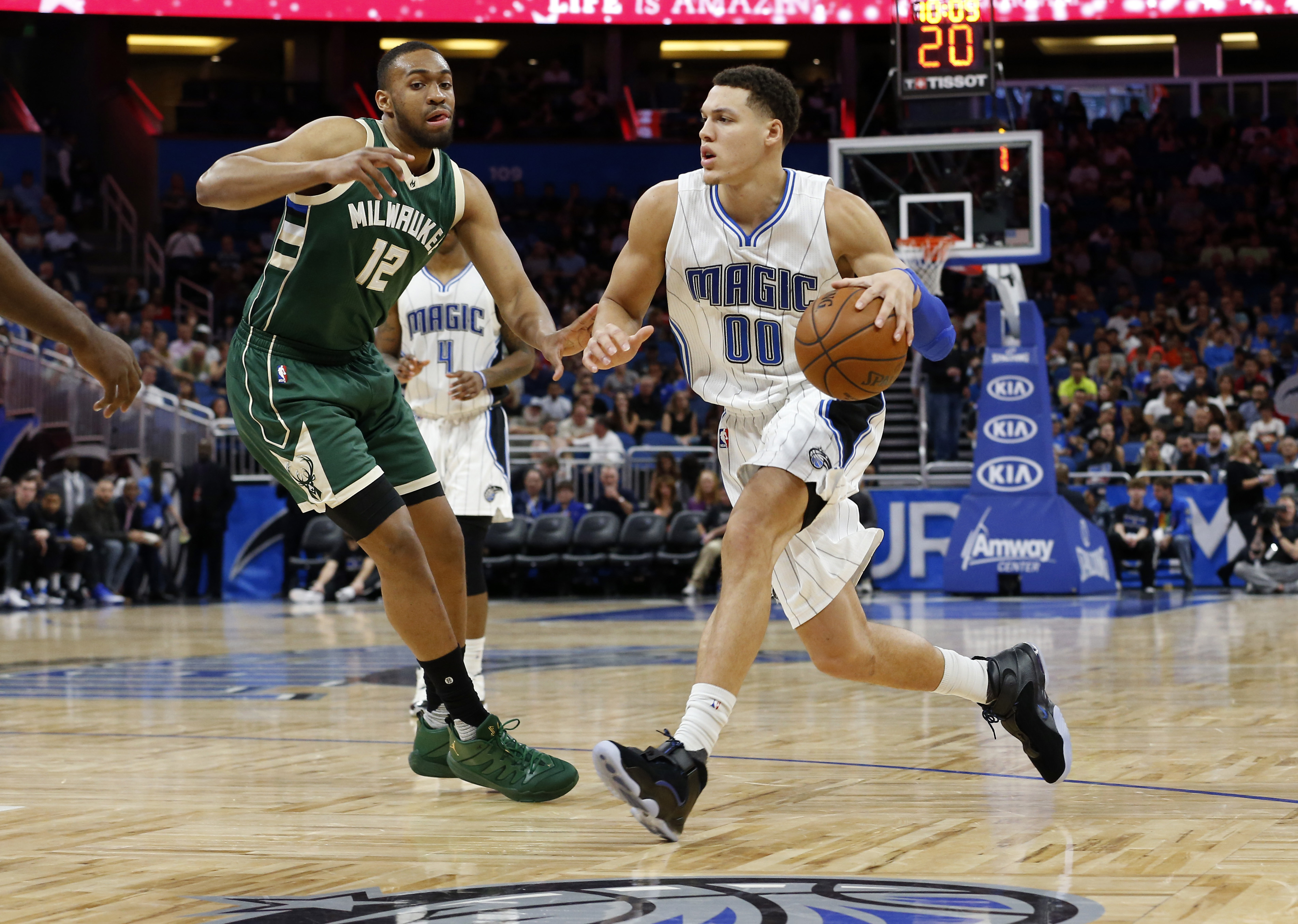 9826387-nba-milwaukee-bucks-at-orlando-magic