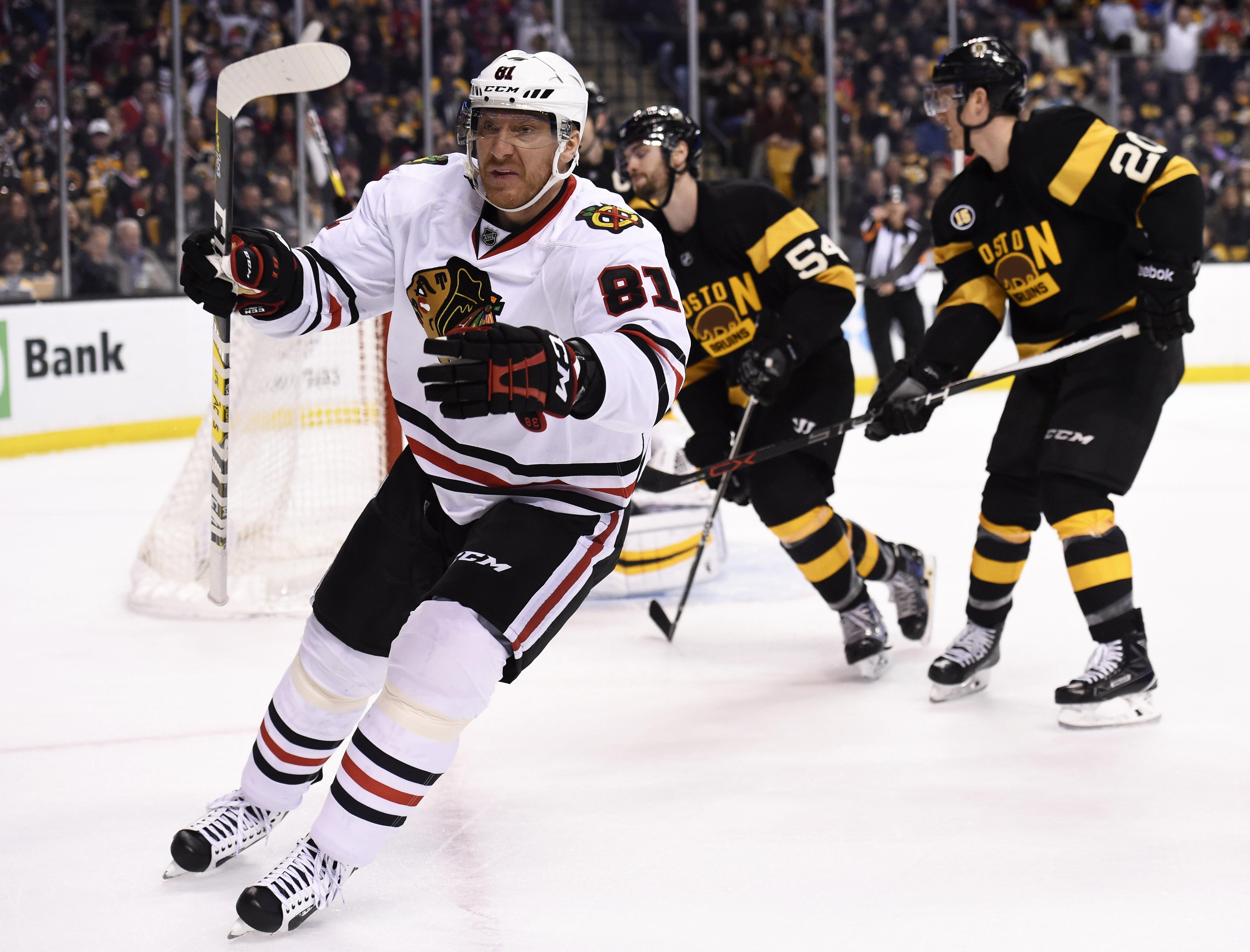 9826424-nhl-chicago-blackhawks-at-boston-bruins