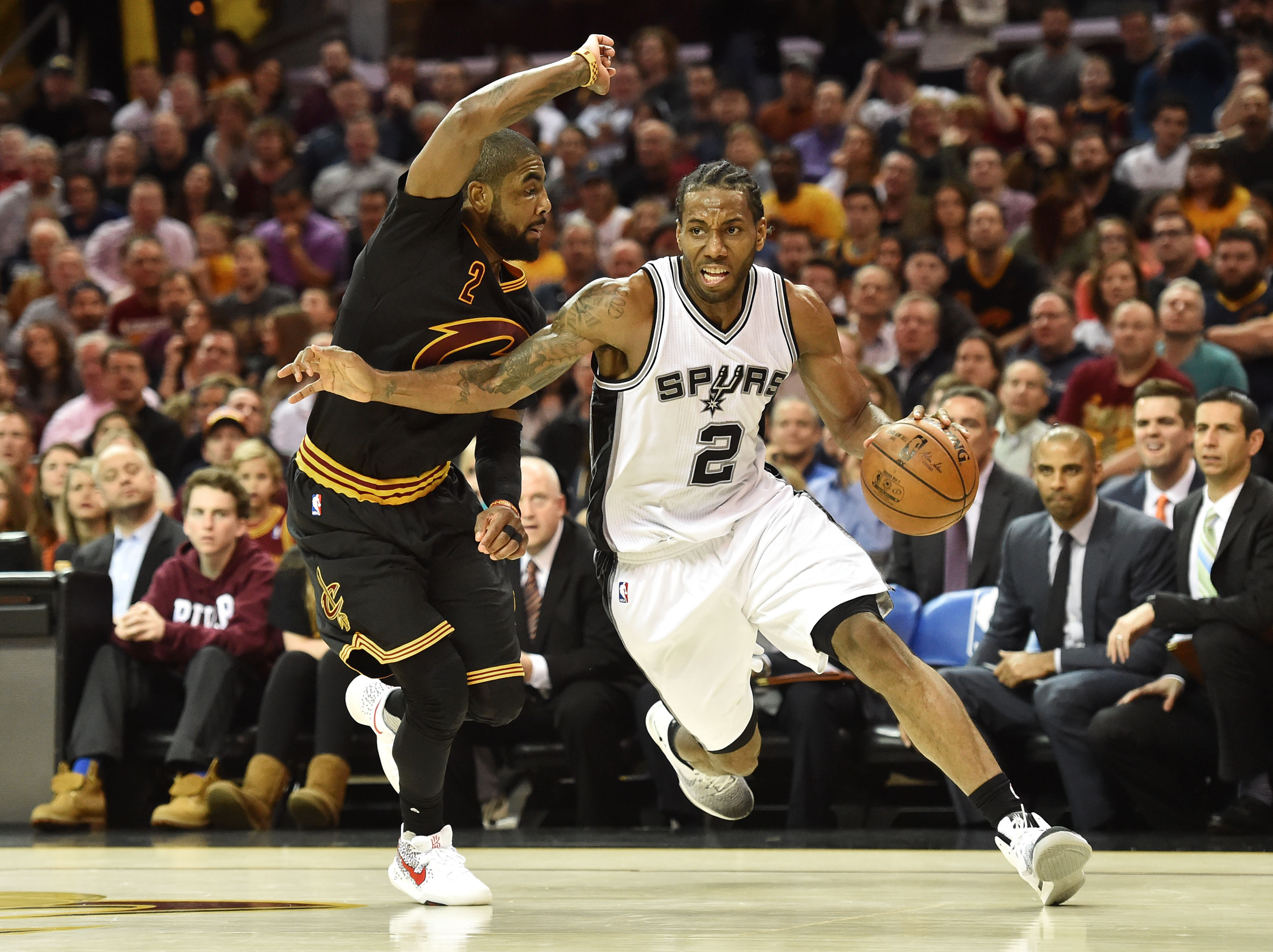 9830019-nba-san-antonio-spurs-at-cleveland-cavaliers