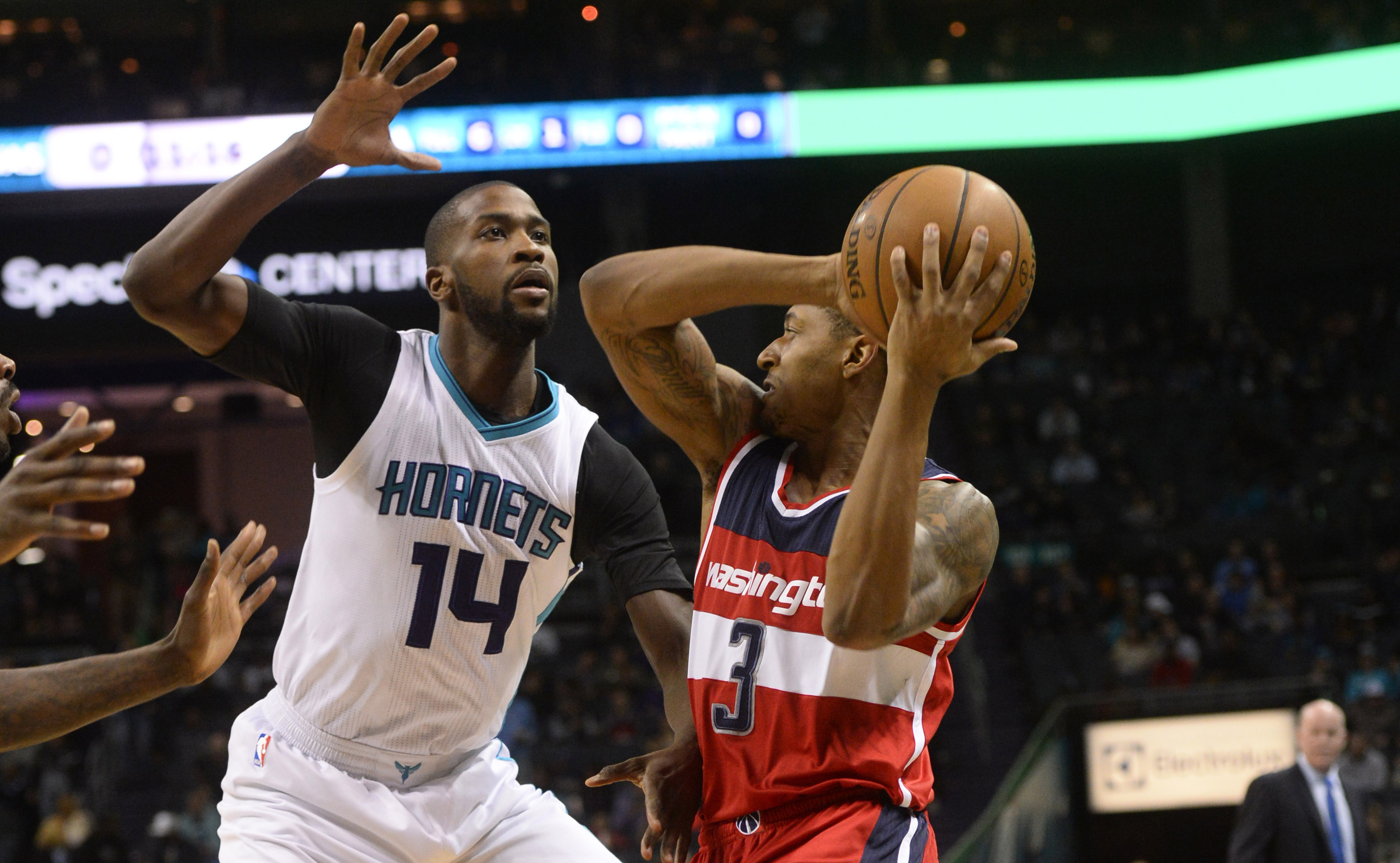 9833558-nba-washington-wizards-at-charlotte-hornets