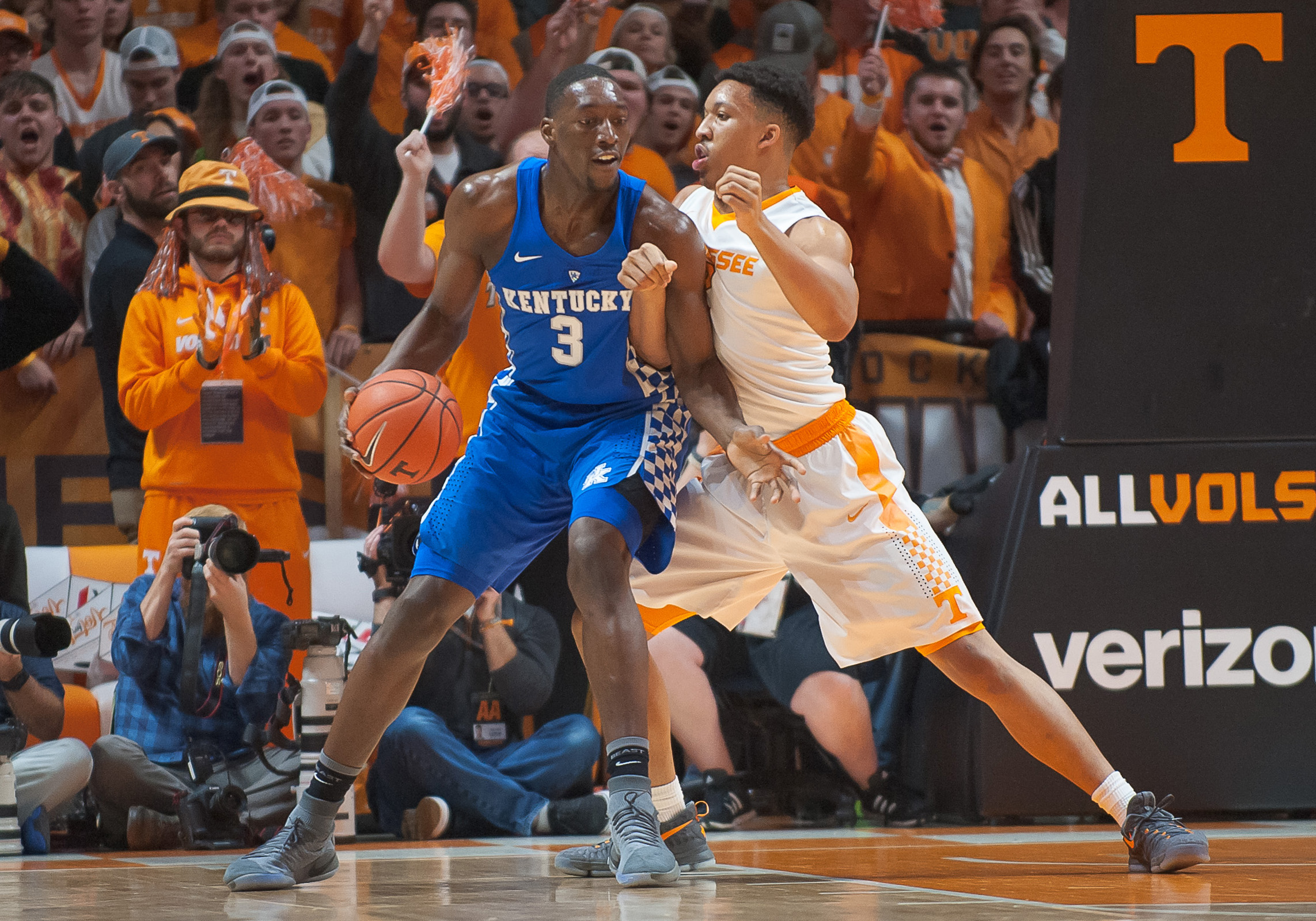 Kentucky can't come back, upset by Tennessee on road