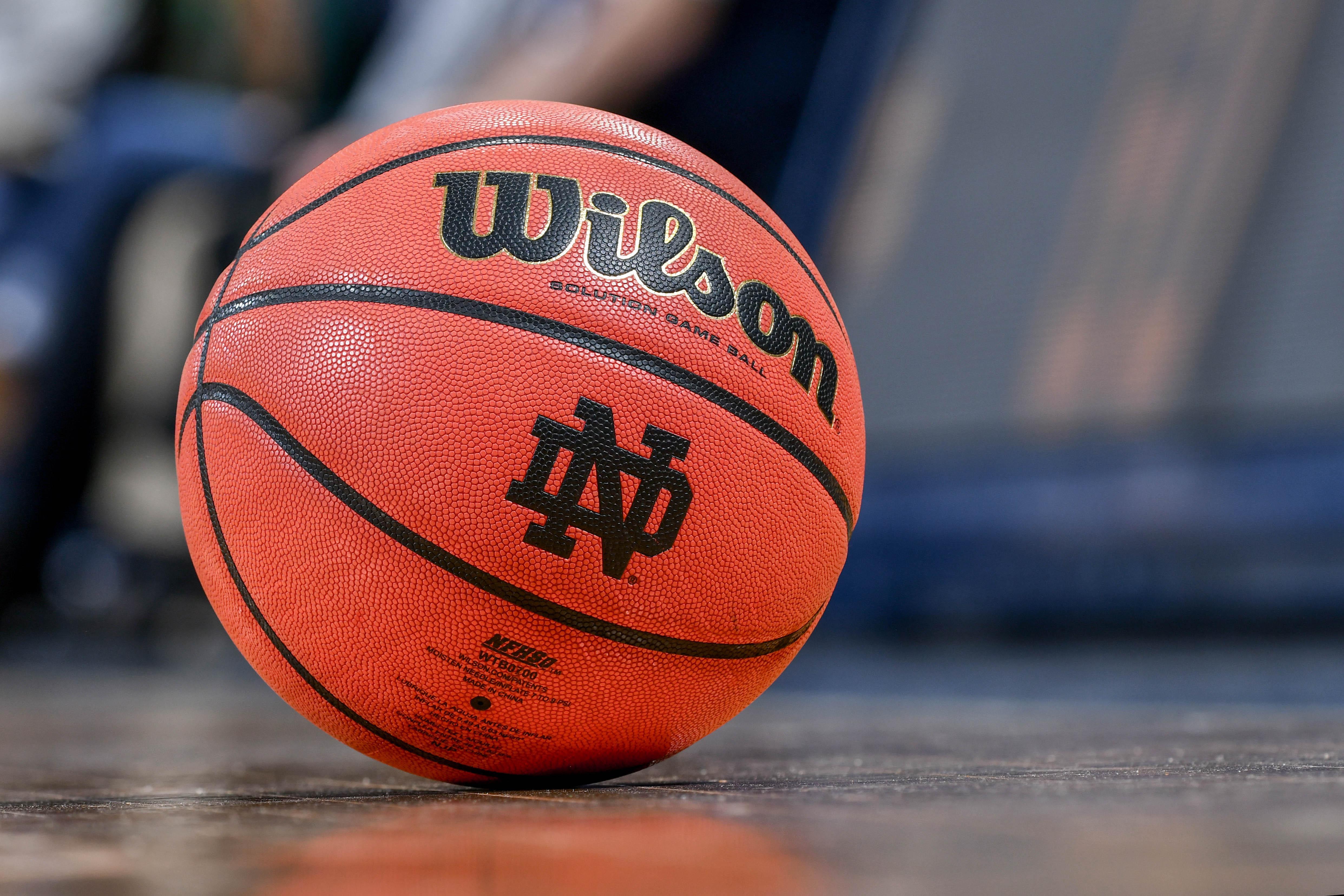 9835409-ncaa-basketball-virginia-at-notre-dame