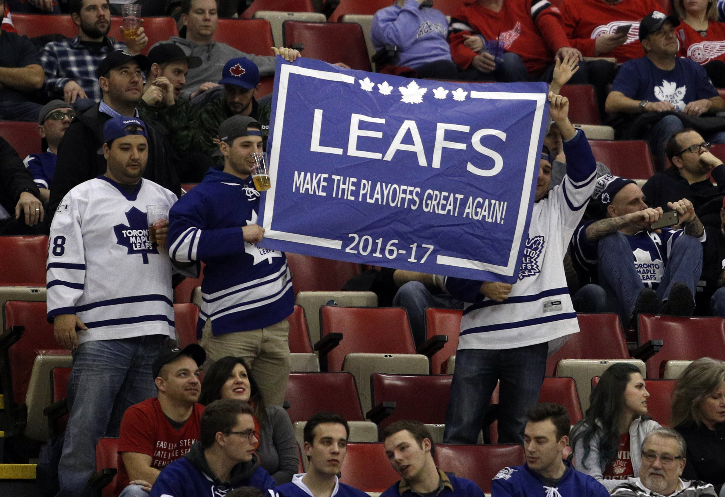 9837783-nhl-toronto-maple-leafs-at-detroit-red-wings