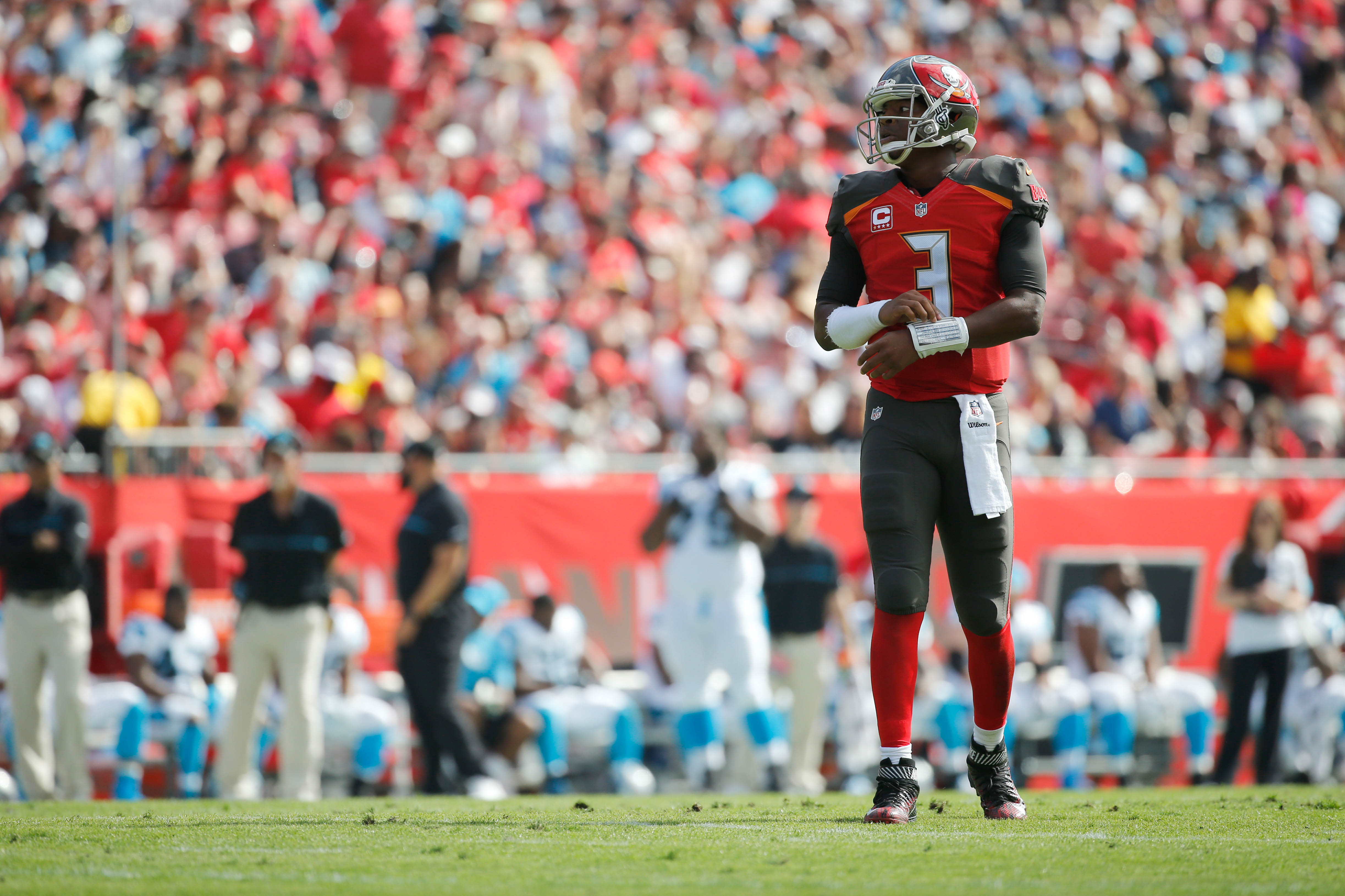 9839128-nfl-carolina-panthers-at-tampa-bay-buccaneers