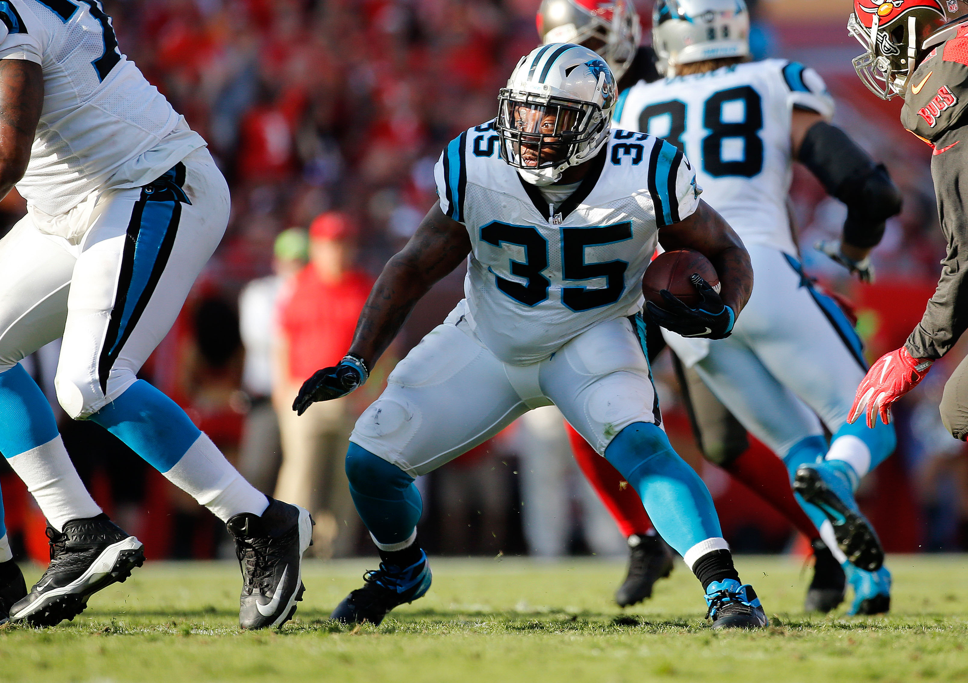 9839438-nfl-carolina-panthers-at-tampa-bay-buccaneers-1