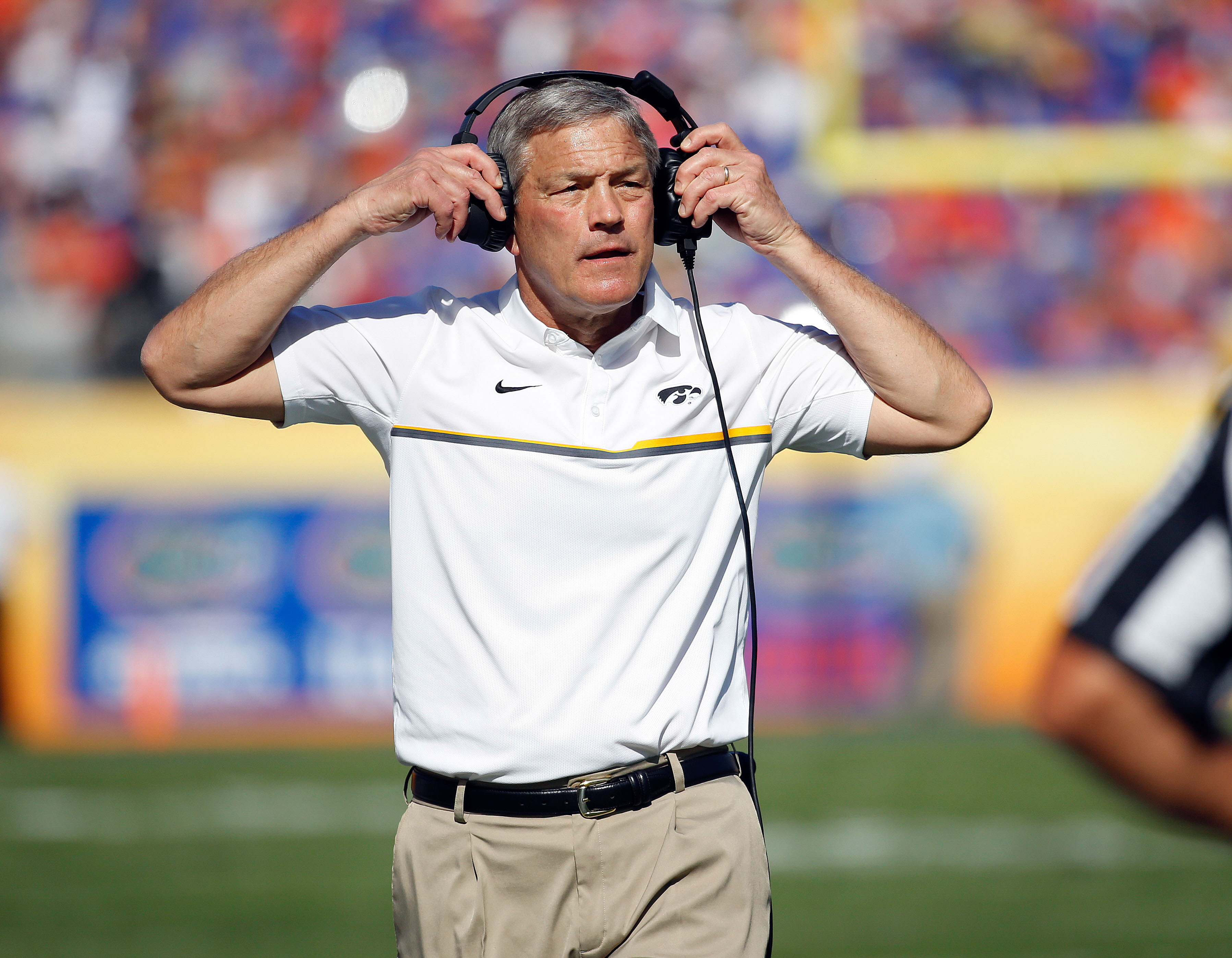 9839710-ncaa-football-outback-bowl-florida-vs-iowa