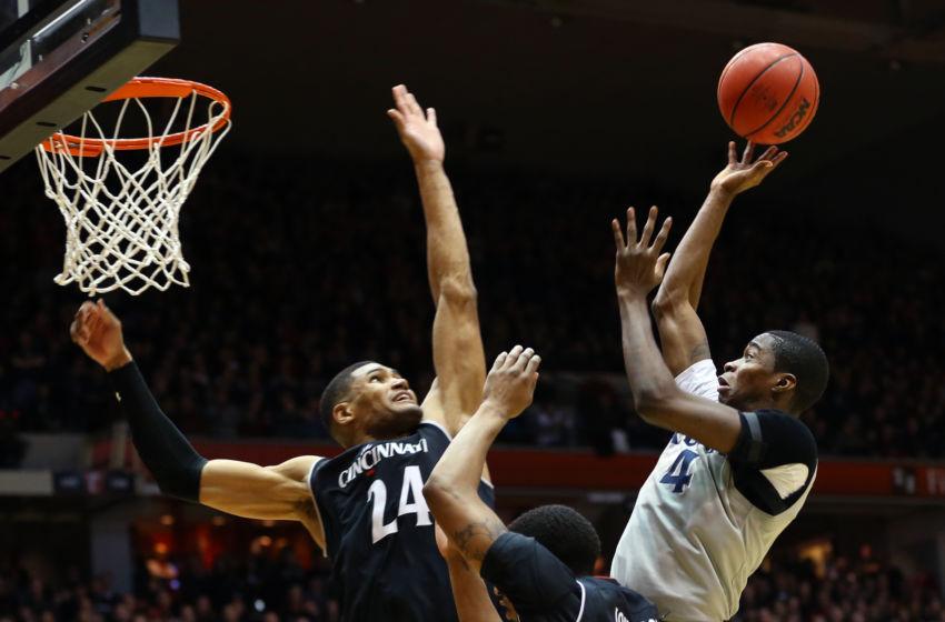 NCAA Basketball: Cincinnati's offense leads Bearcats to ...