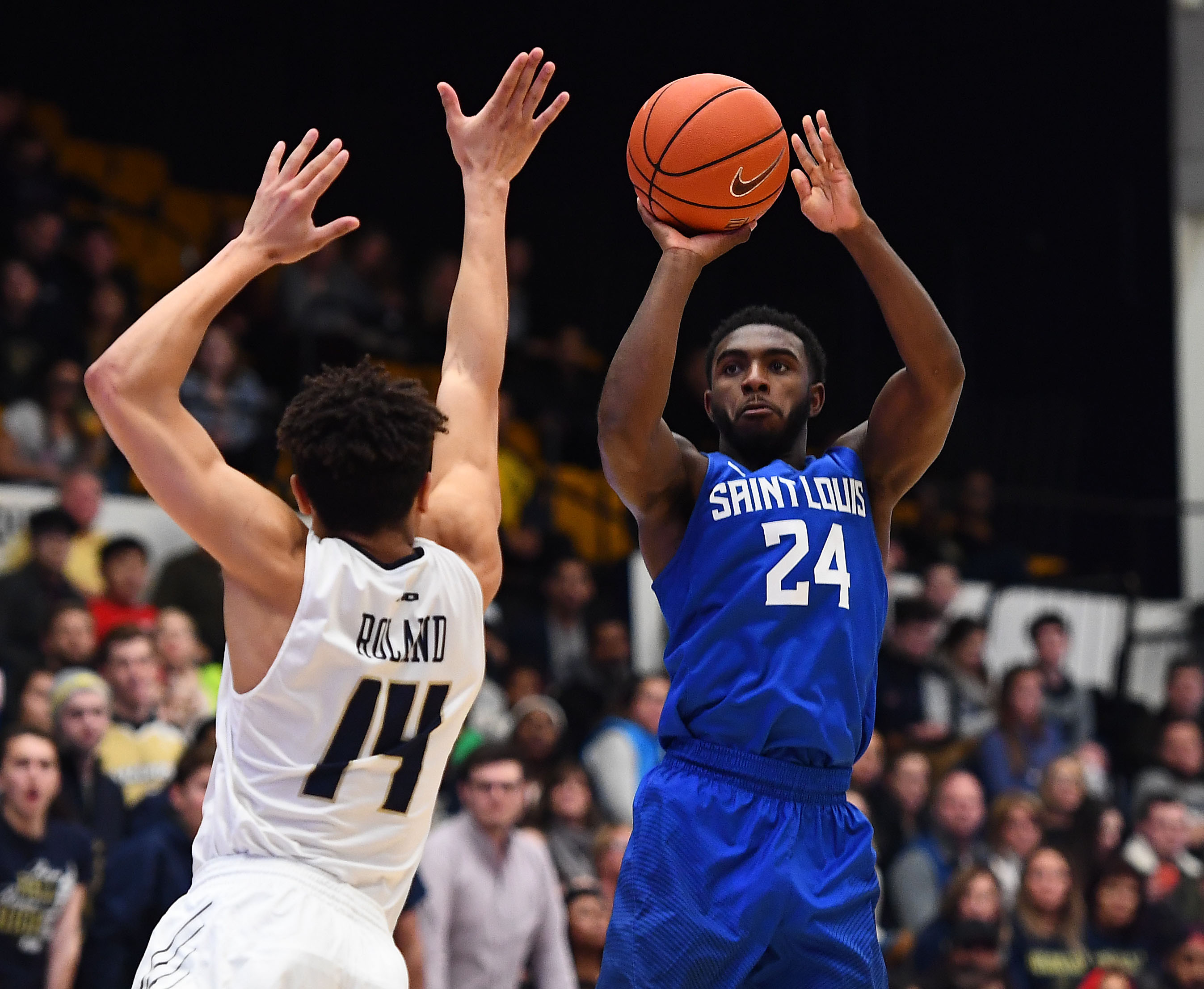 9844092-ncaa-basketball-saint-louis-at-george-washington