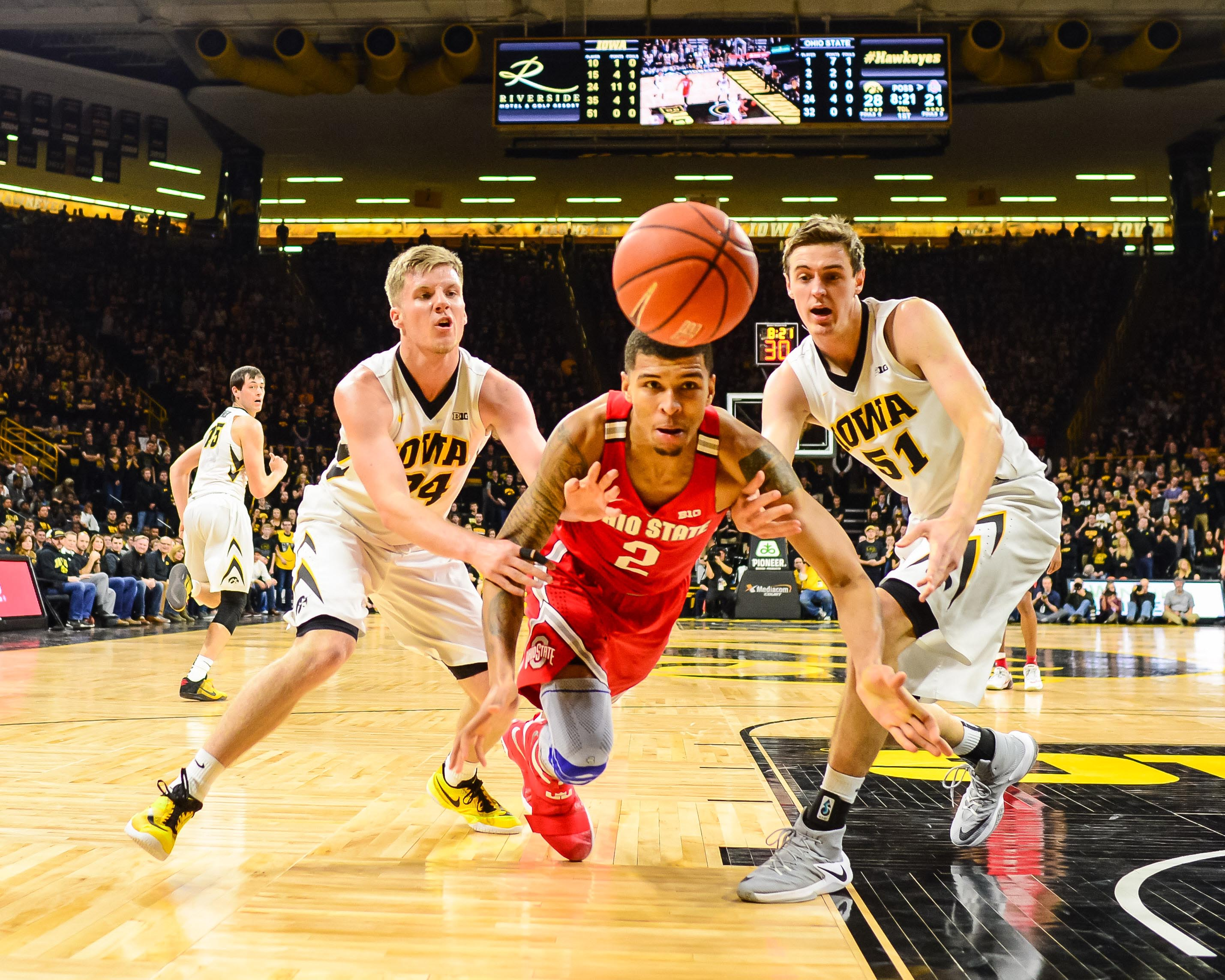 9845171-ncaa-basketball-ohio-state-at-iowa