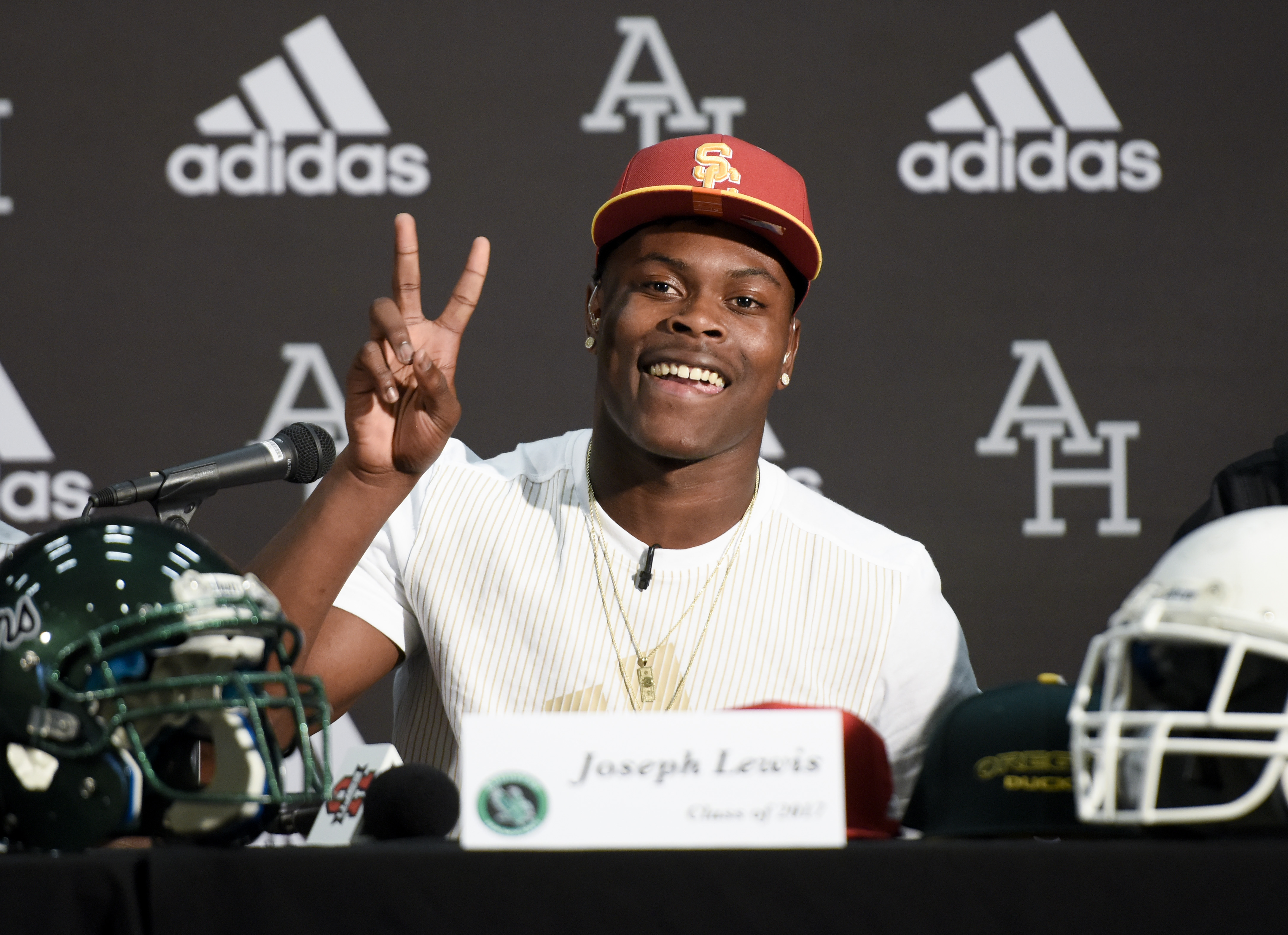 9852258-high-school-football-national-signing-day-joseph-lewis