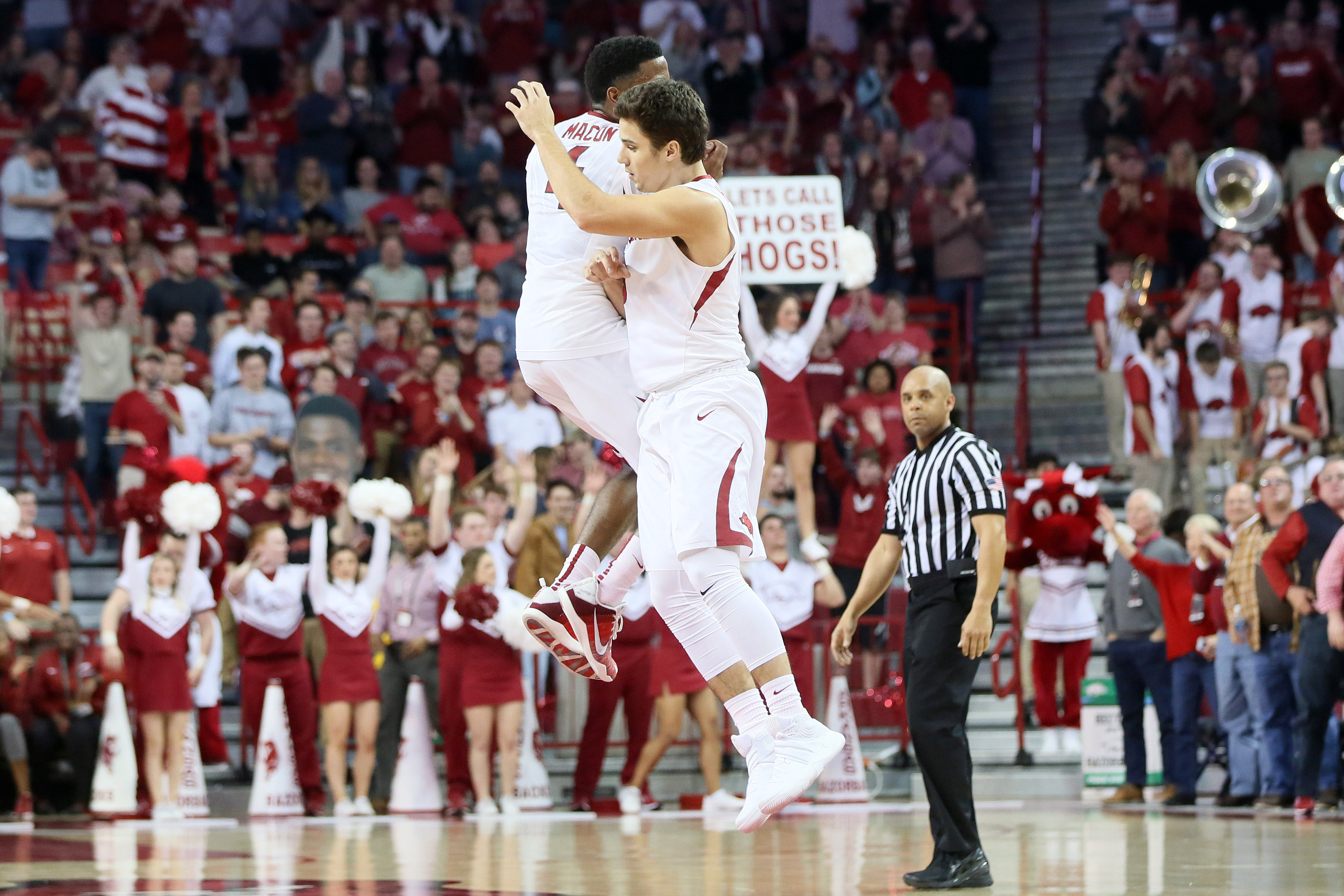 9852958-ncaa-basketball-alabama-at-arkansas