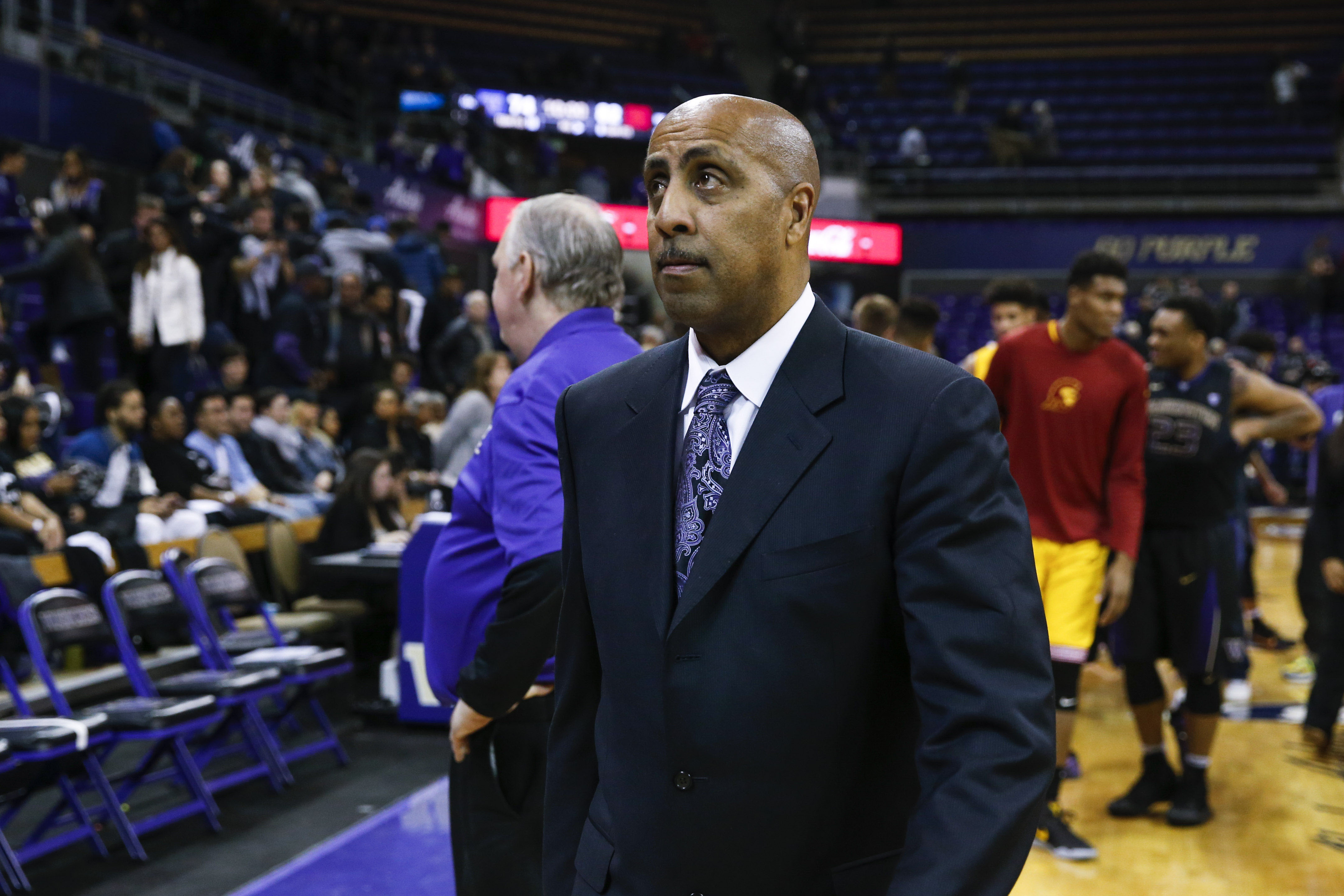 9853670-ncaa-basketball-southern-california-at-washington