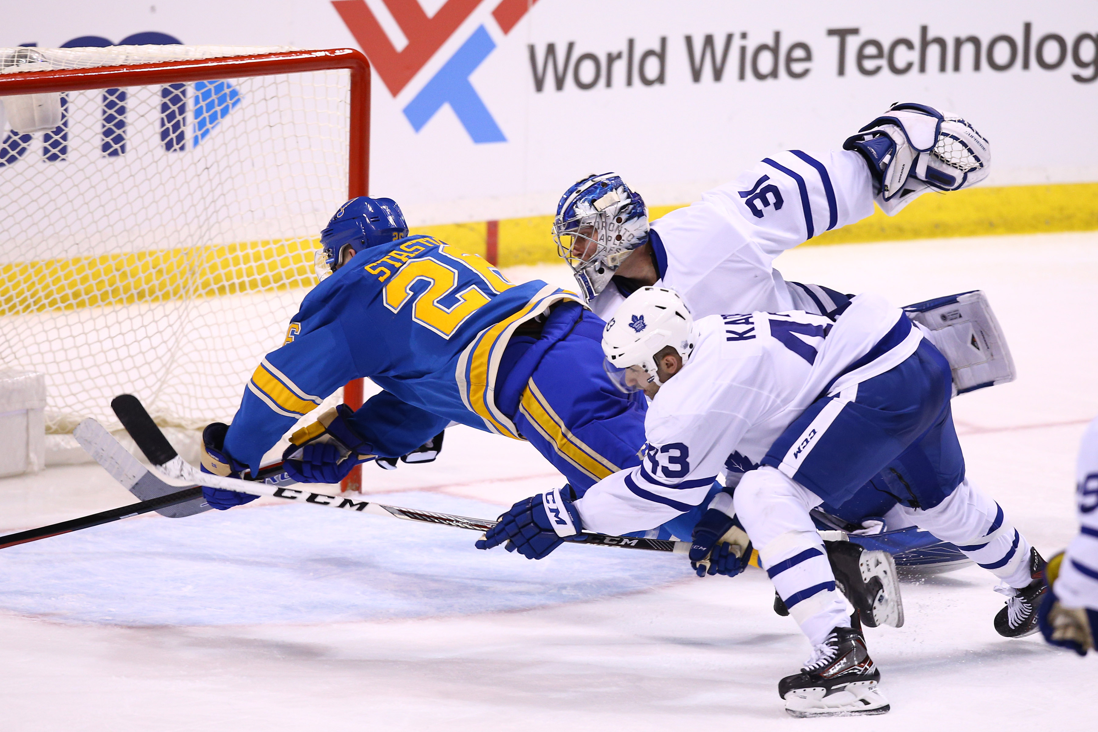 9854889-nhl-toronto-maple-leafs-at-st.-louis-blues