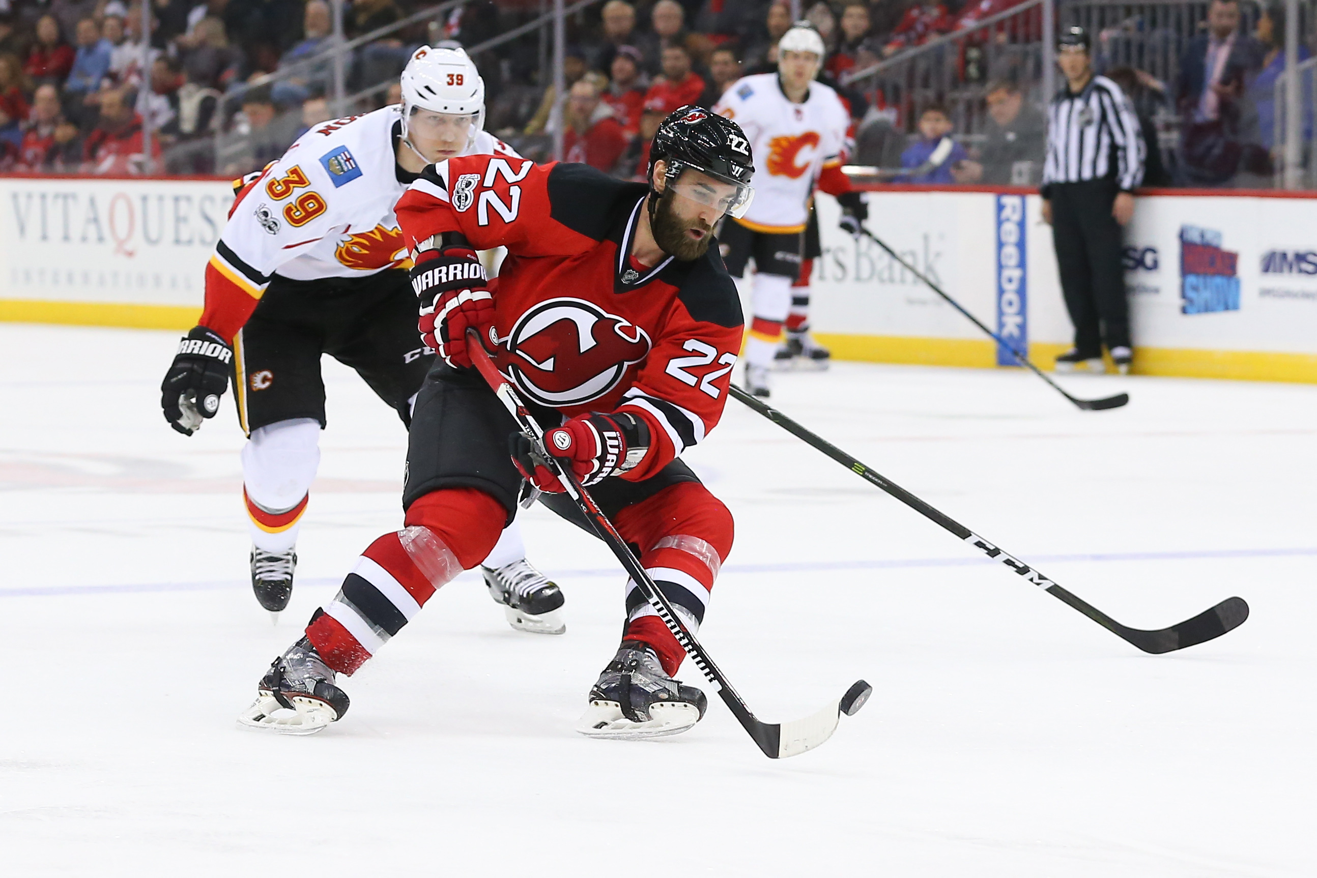 9856396-nhl-calgary-flames-at-new-jersey-devils
