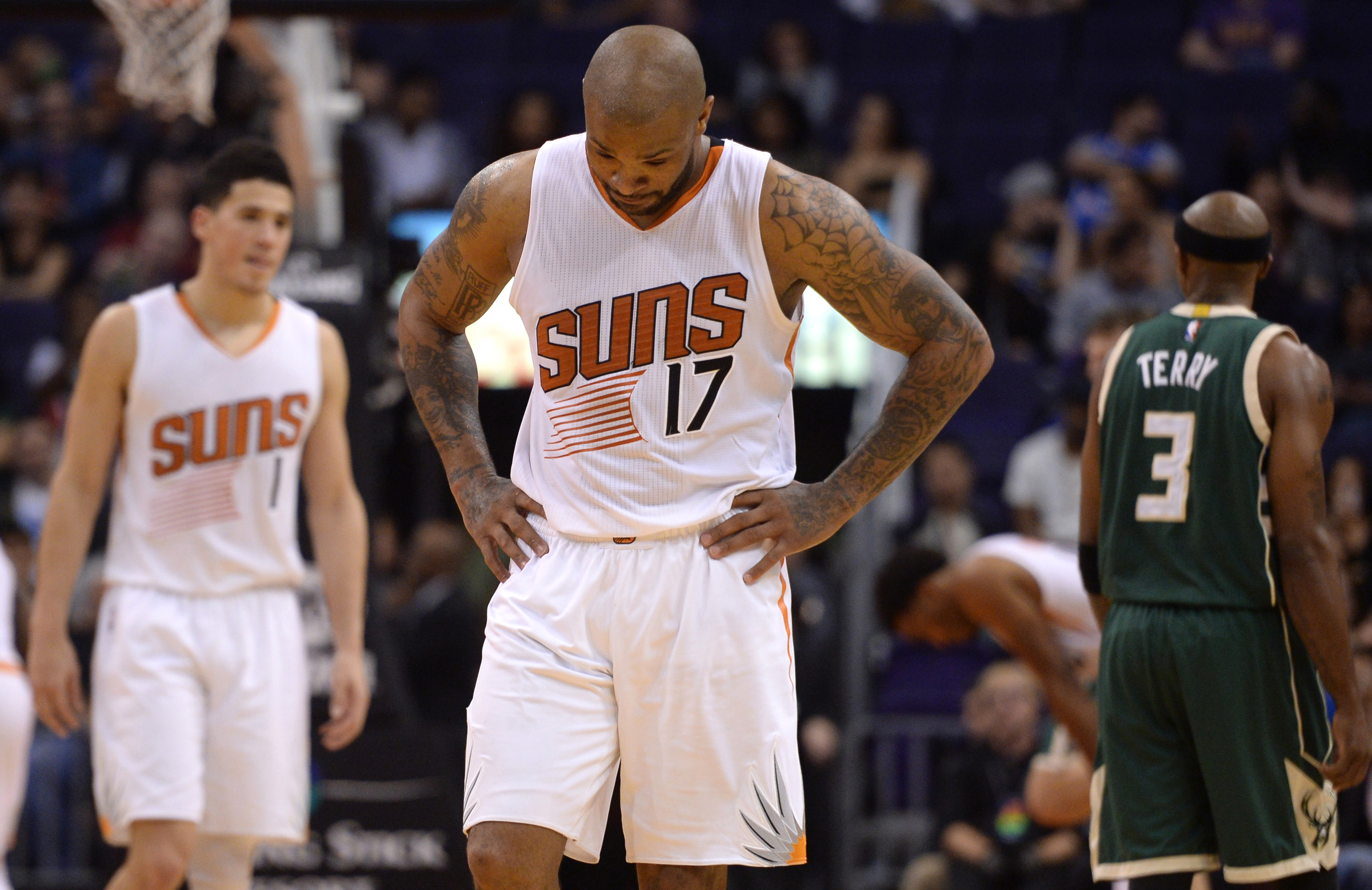 9859750-nba-milwaukee-bucks-at-phoenix-suns