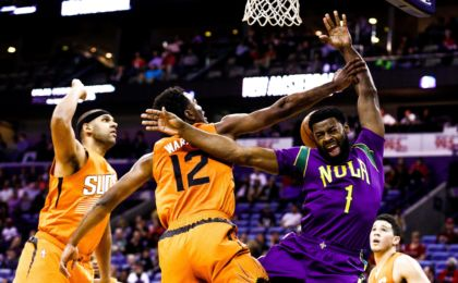 Feb 6, 2017; New Orleans, LA, USA; Phoenix Suns forward TJ Warren (12) blocks the shot by New Orleans Pelicans guard Tyreke Evans (1) during the first quarter at the Smoothie King Center. Mandatory Credit: Derick E. Hingle-USA TODAY Sports
