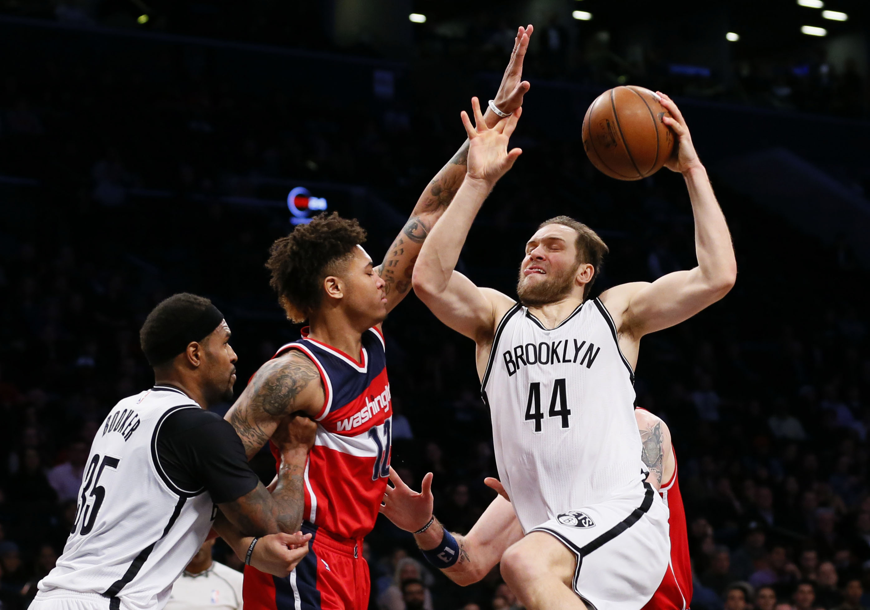 9866617-nba-washington-wizards-at-brooklyn-nets