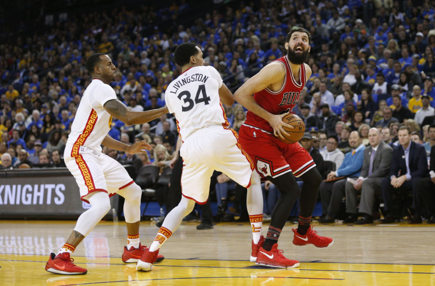 Feb 8, 2017; Oakland, CA, USA; Chicago Bulls forward Nikola Mirotic (44) spins towards the hoop next to Golden State Warriors guard Shaun Livingston (34) in the fourth quarter at Oracle Arena. The Warriors defeated the Bulls 123-92. Mandatory Credit: Cary Edmondson-USA TODAY Sports