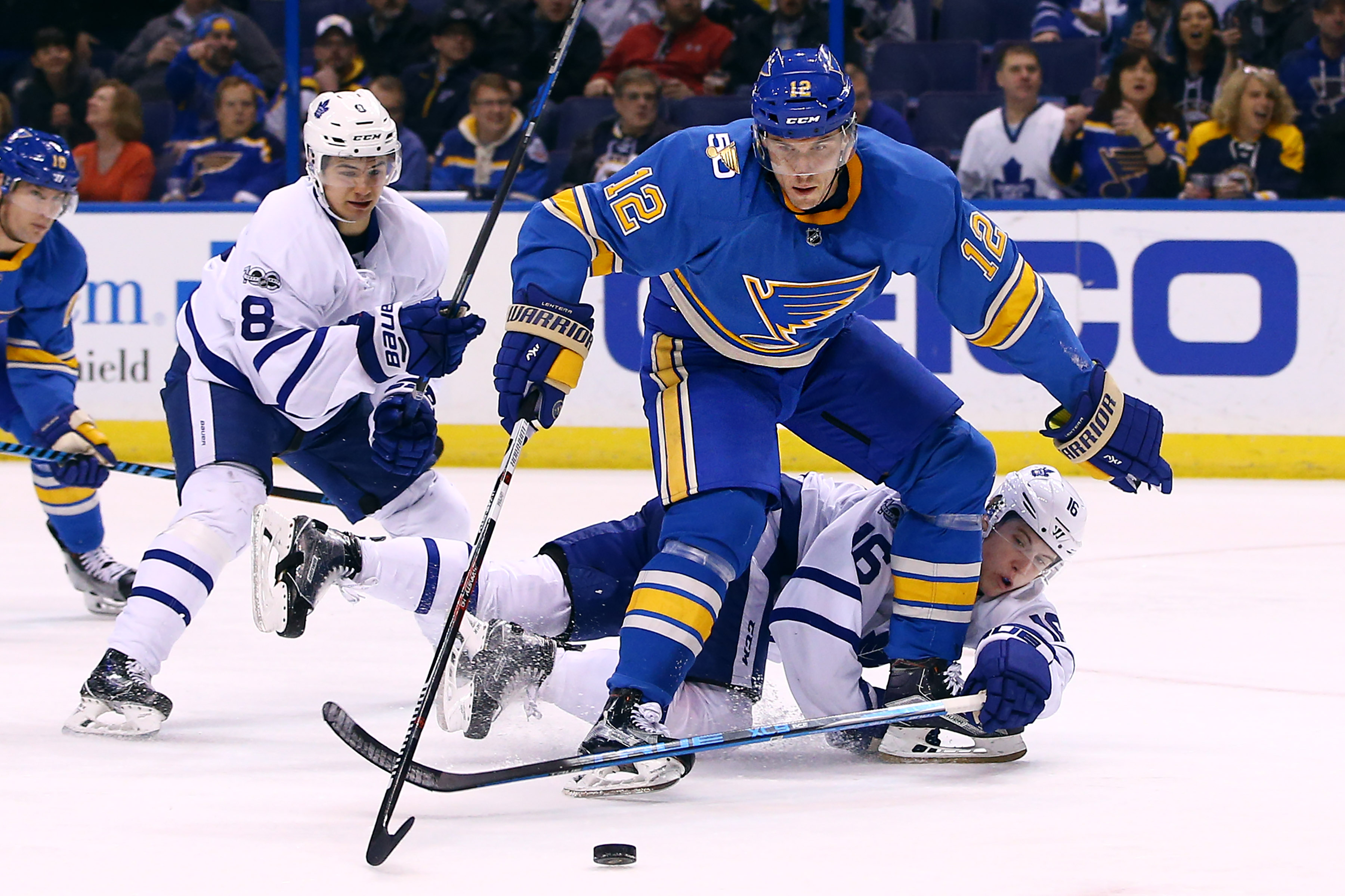 9869452-nhl-toronto-maple-leafs-at-st.-louis-blues