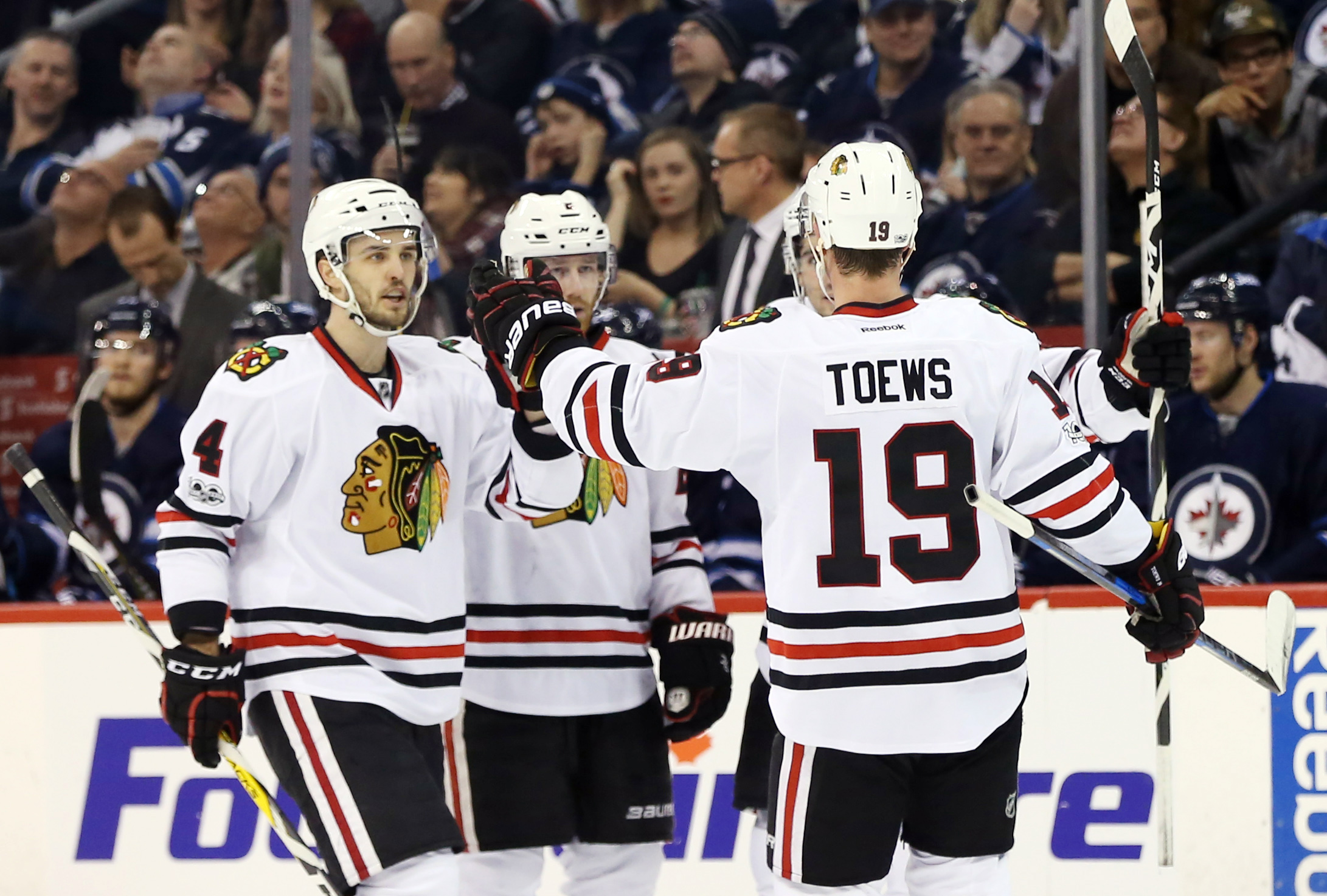 9870548-nhl-chicago-blackhawks-at-winnipeg-jets-1