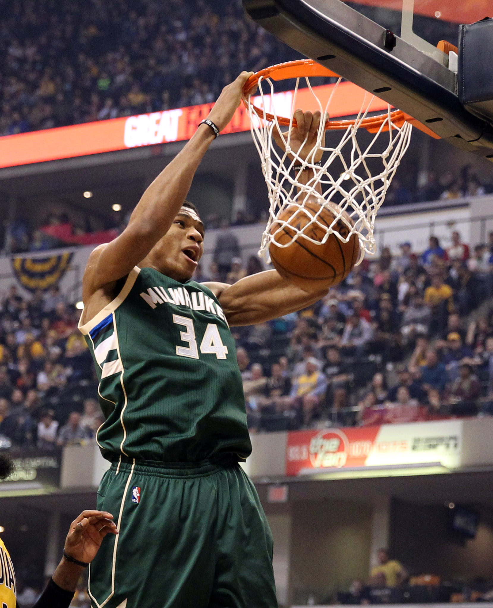 9872208-nba-milwaukee-bucks-at-indiana-pacers