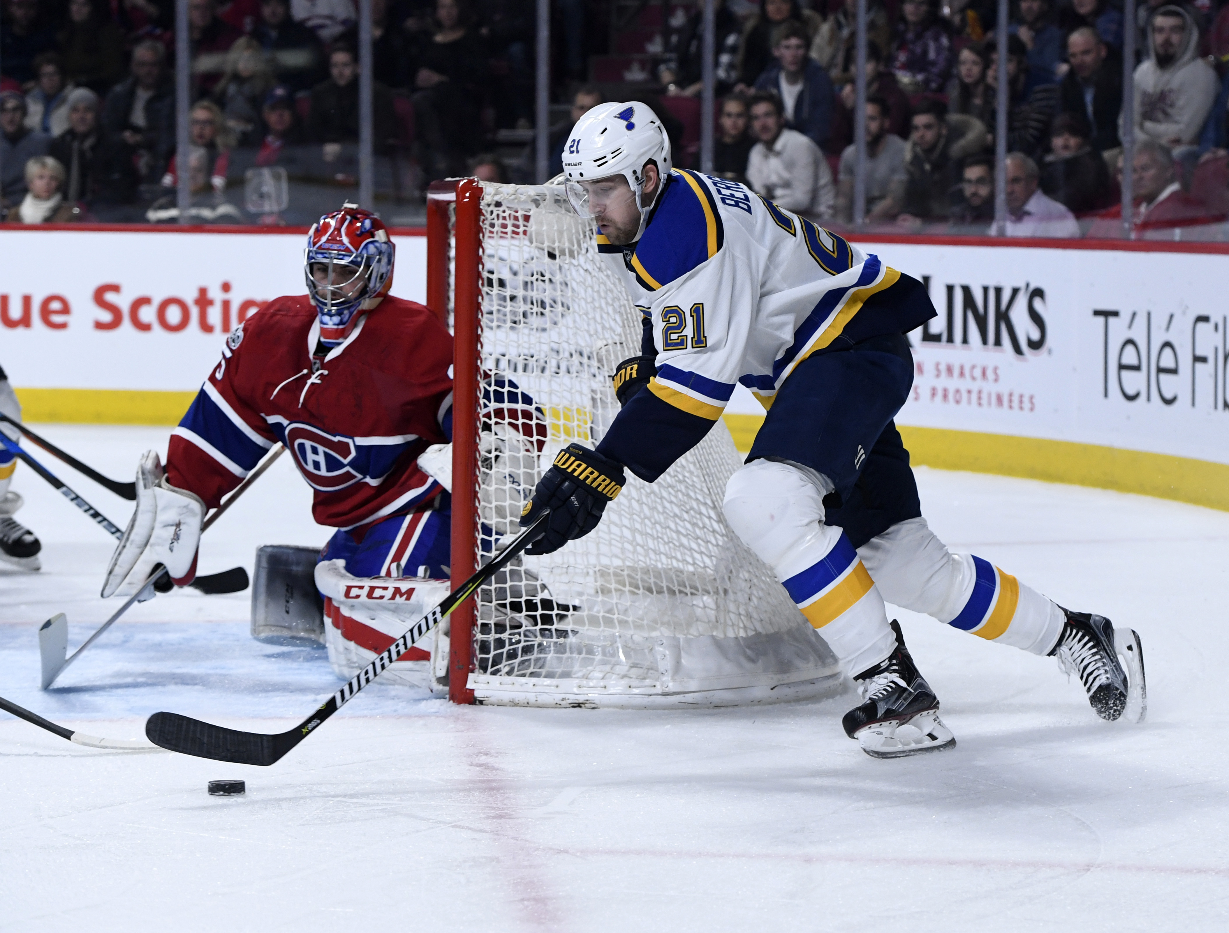 9872230-nhl-st.-louis-blues-at-montreal-canadiens