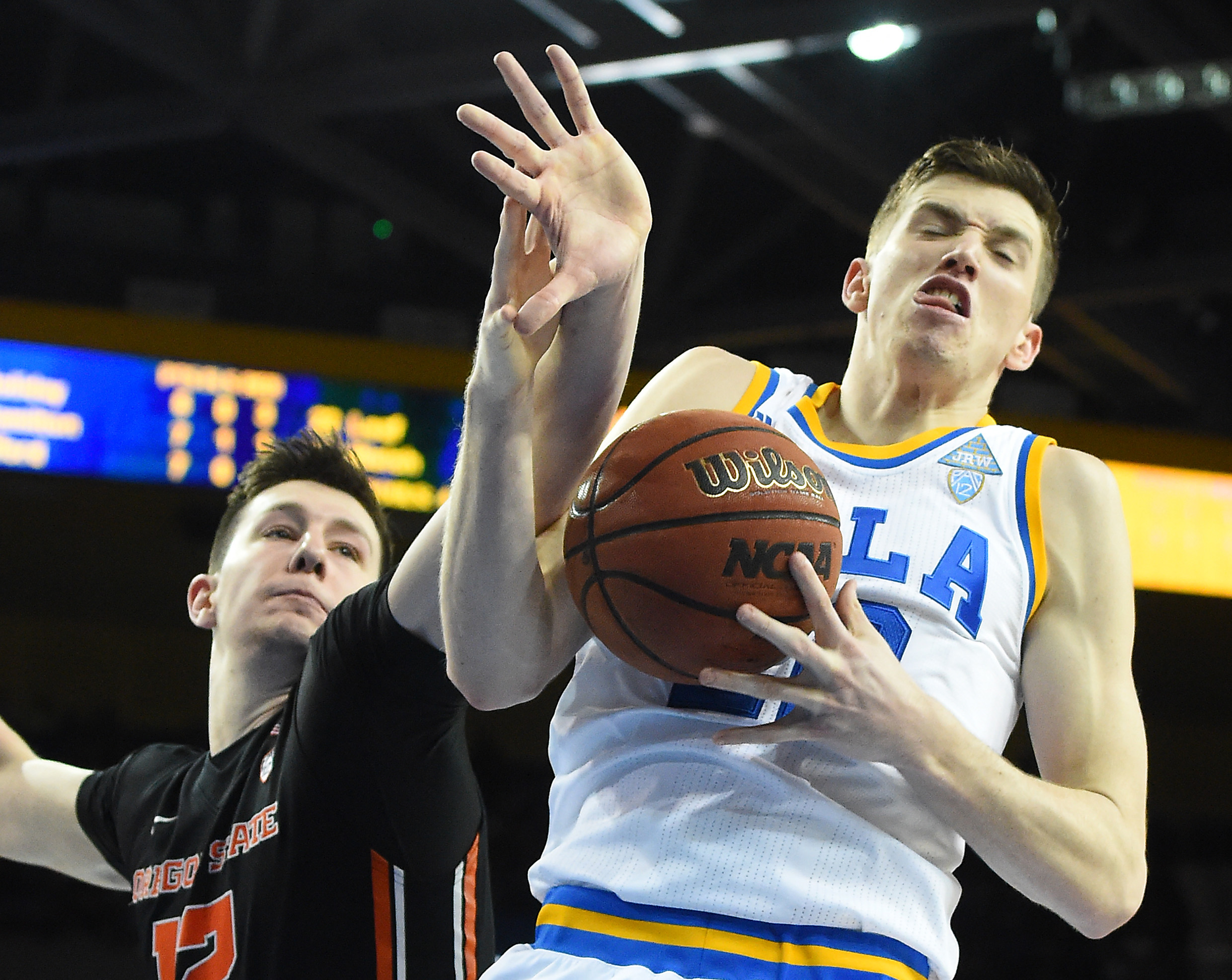 9874657-ncaa-basketball-oregon-state-at-ucla
