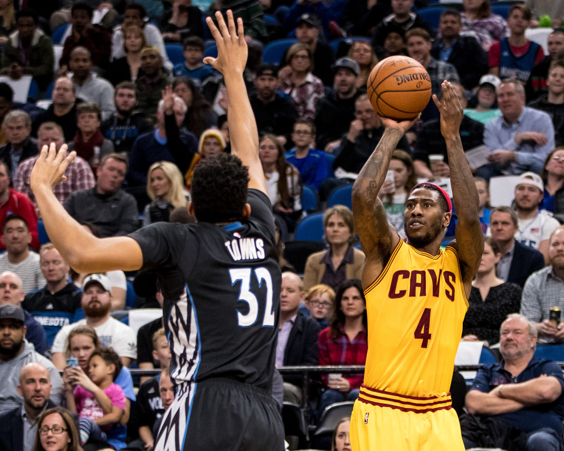 9878002-nba-cleveland-cavaliers-at-minnesota-timberwolves
