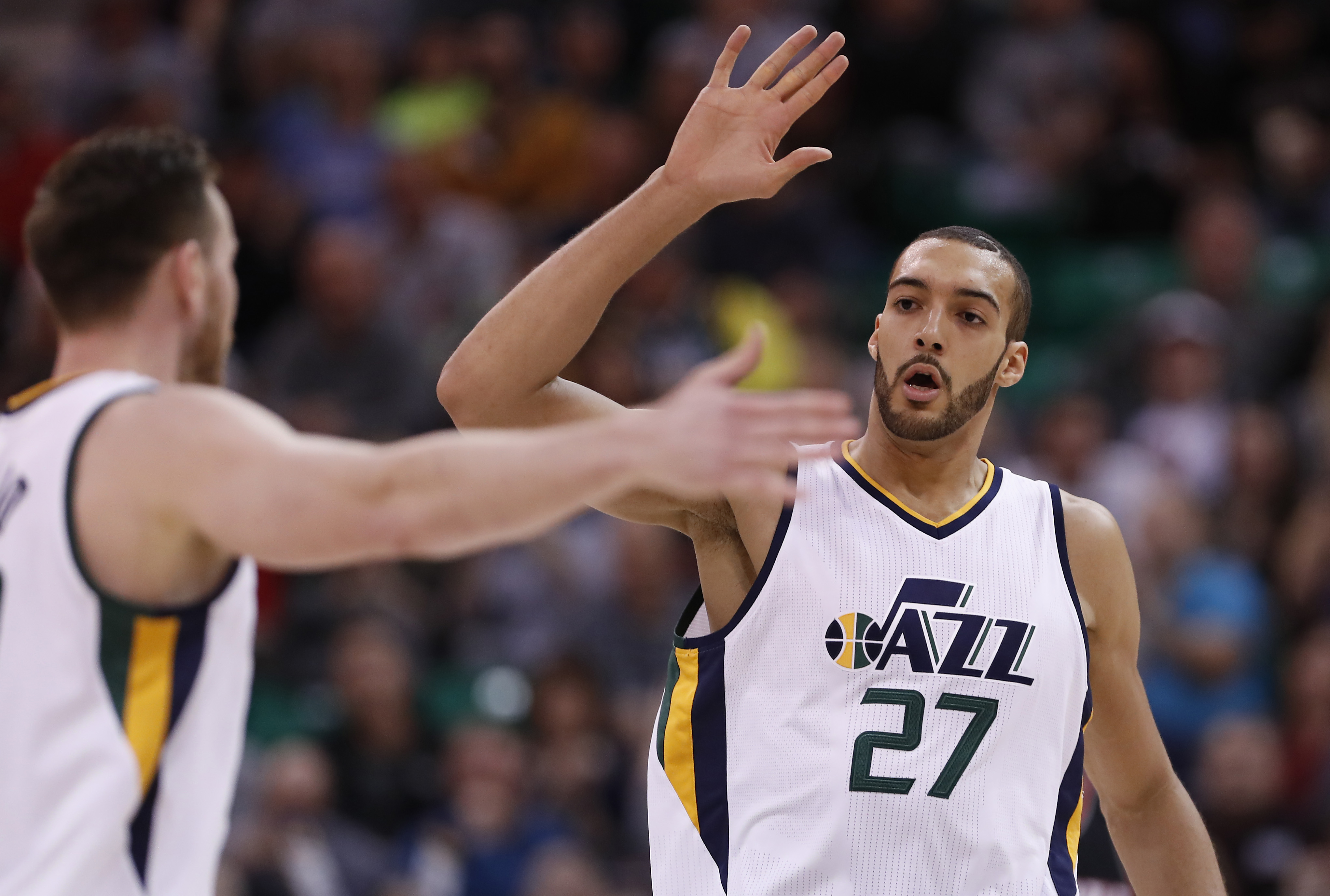 9879895-nba-portland-trail-blazers-at-utah-jazz