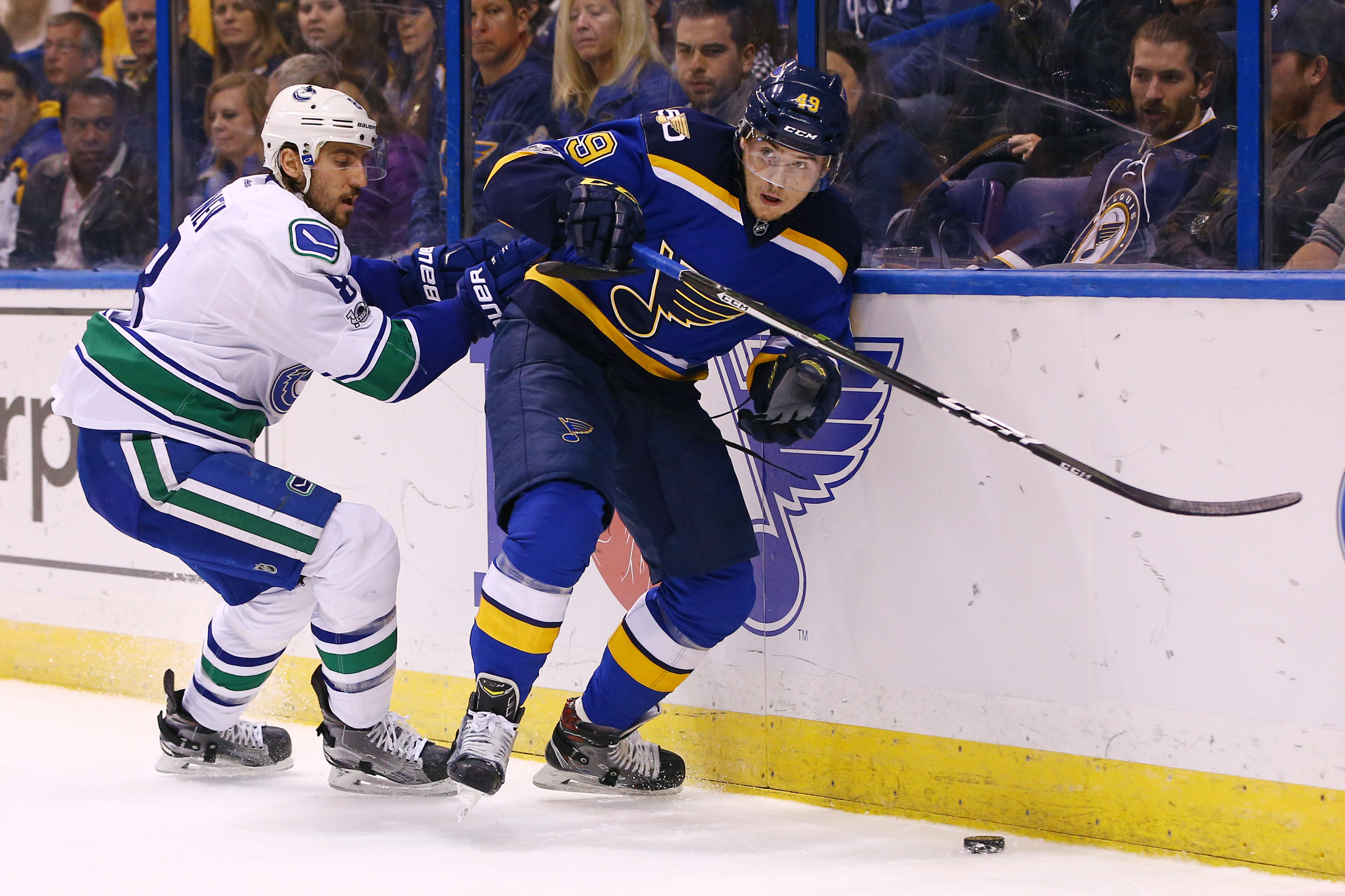 9881358-nhl-vancouver-canucks-at-st.-louis-blues