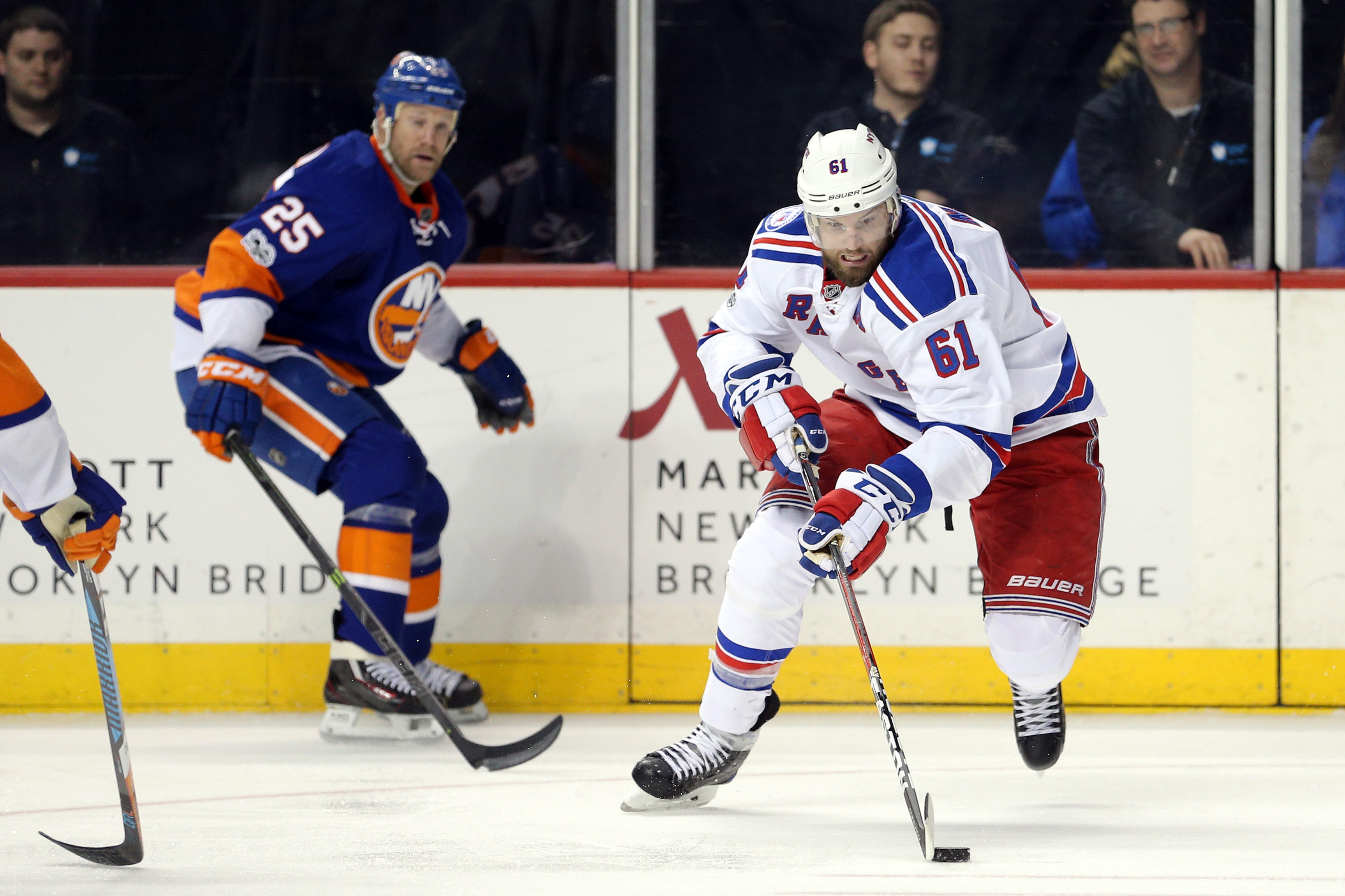 9881433-nhl-new-york-rangers-at-new-york-islanders