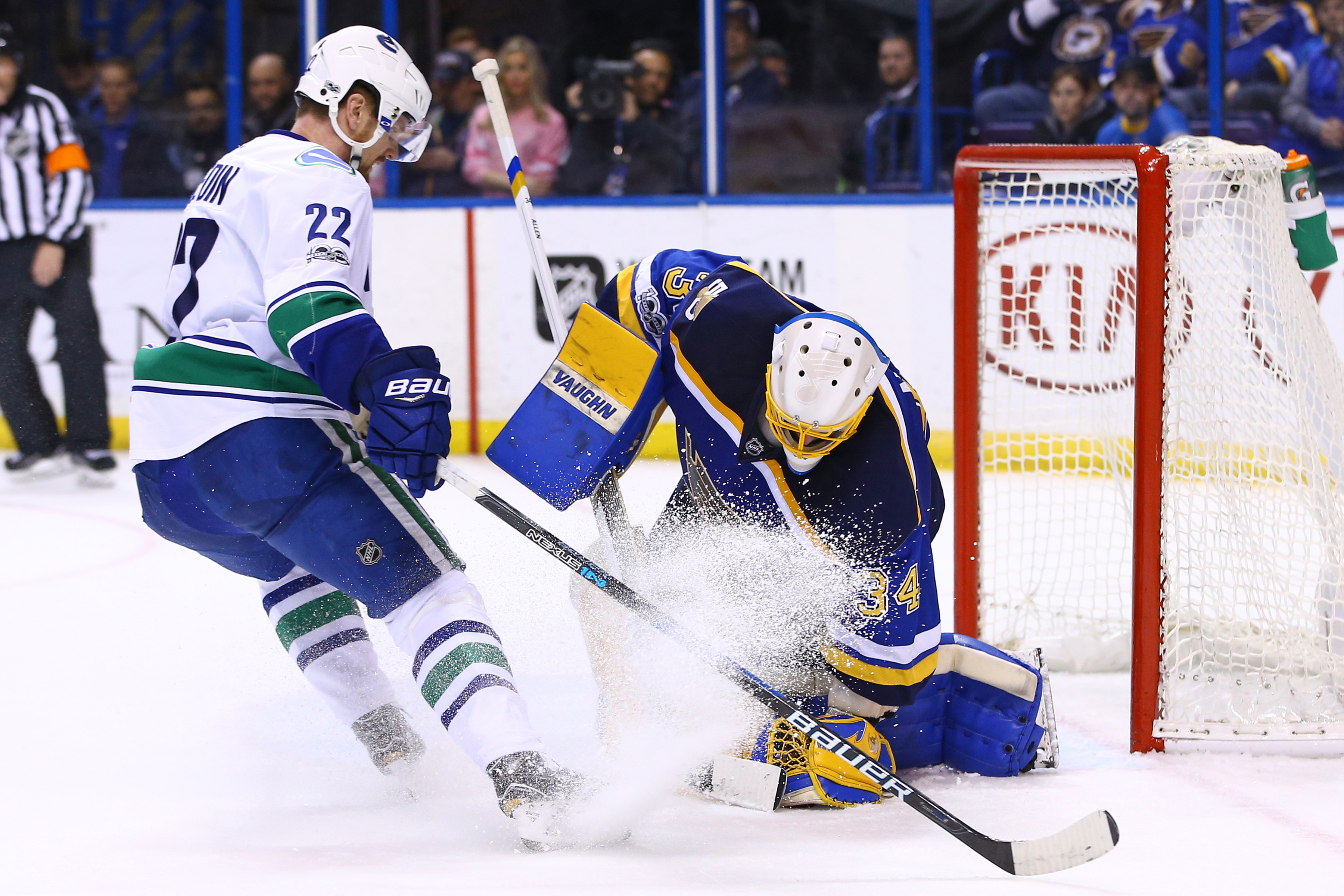 9881578-nhl-vancouver-canucks-at-st.-louis-blues-1