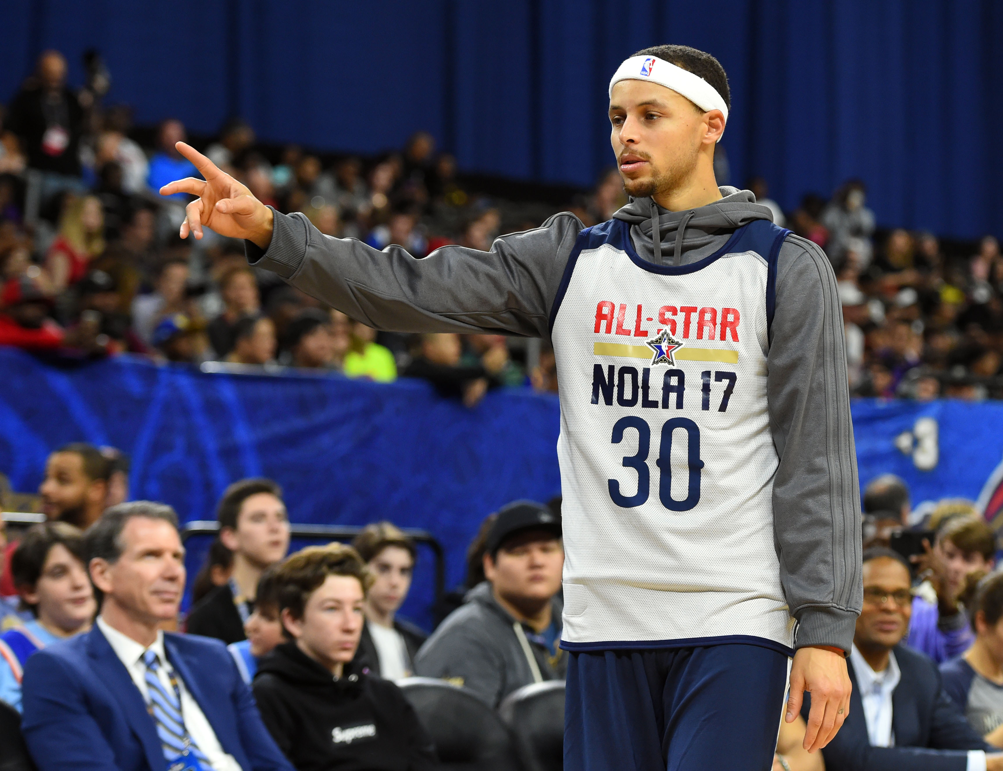 9884049-nba-all-star-practice-1