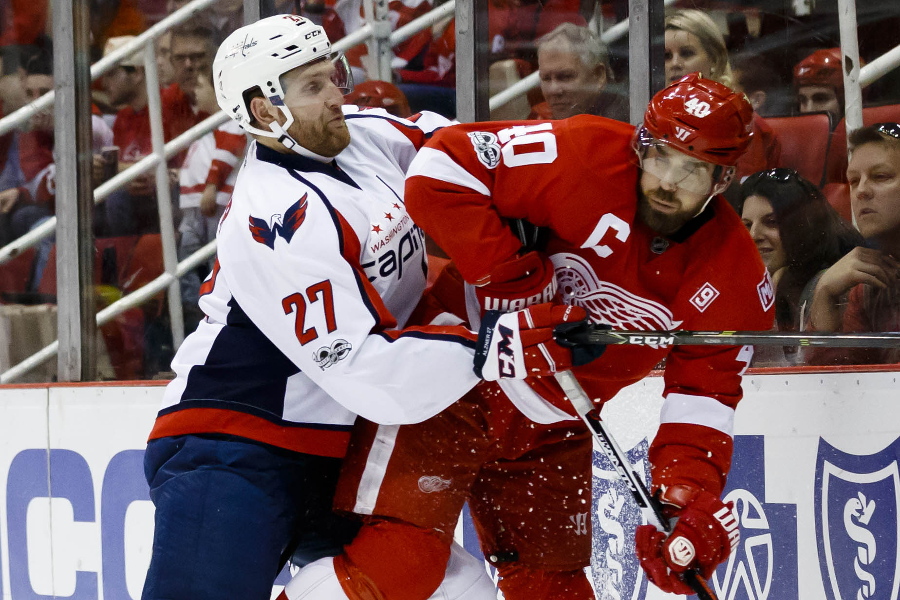 9884513-nhl-washington-capitals-at-detroit-red-wings