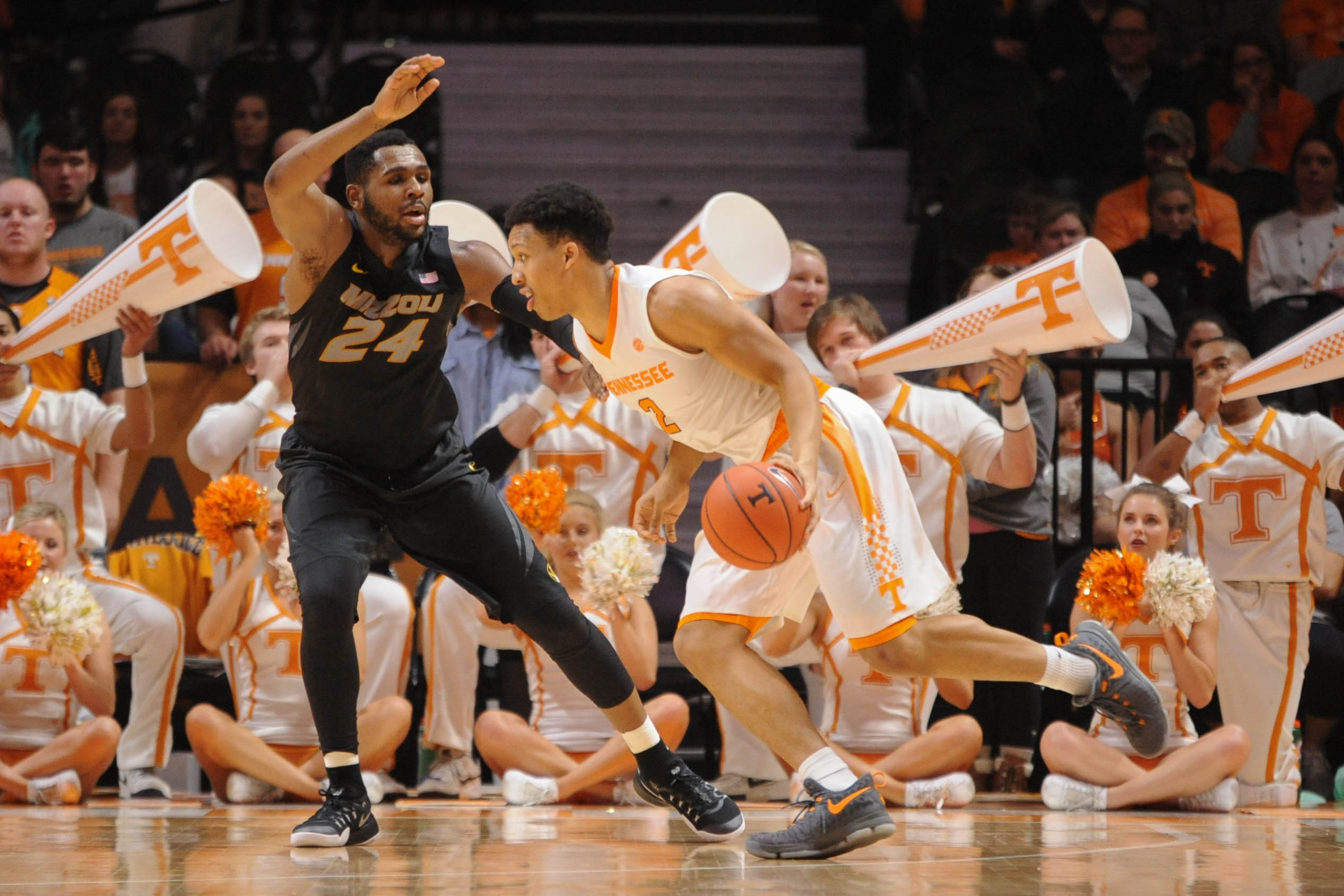 9884602-ncaa-basketball-missouri-at-tennessee