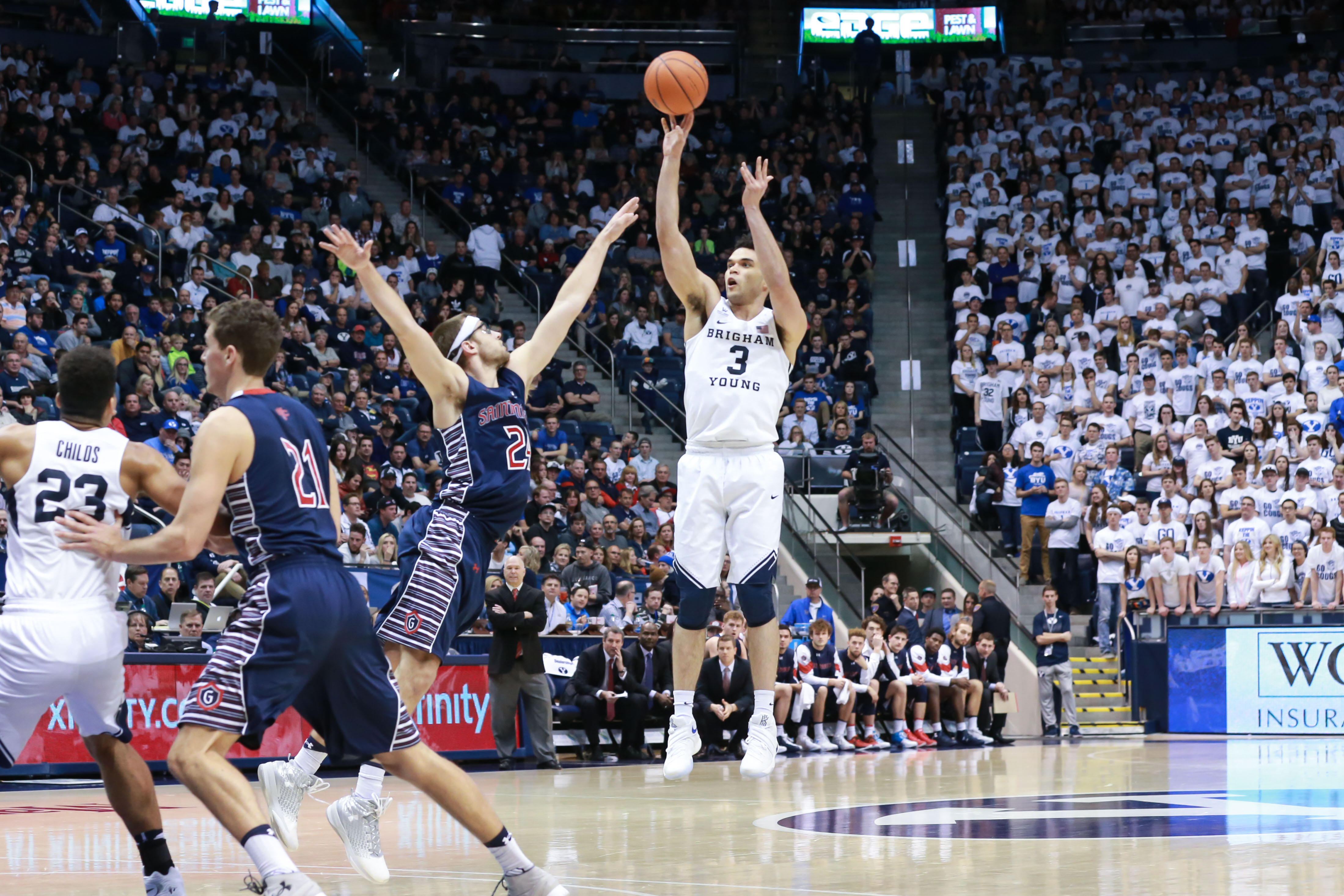 9886888-ncaa-basketball-st.-marys-at-brigham-young