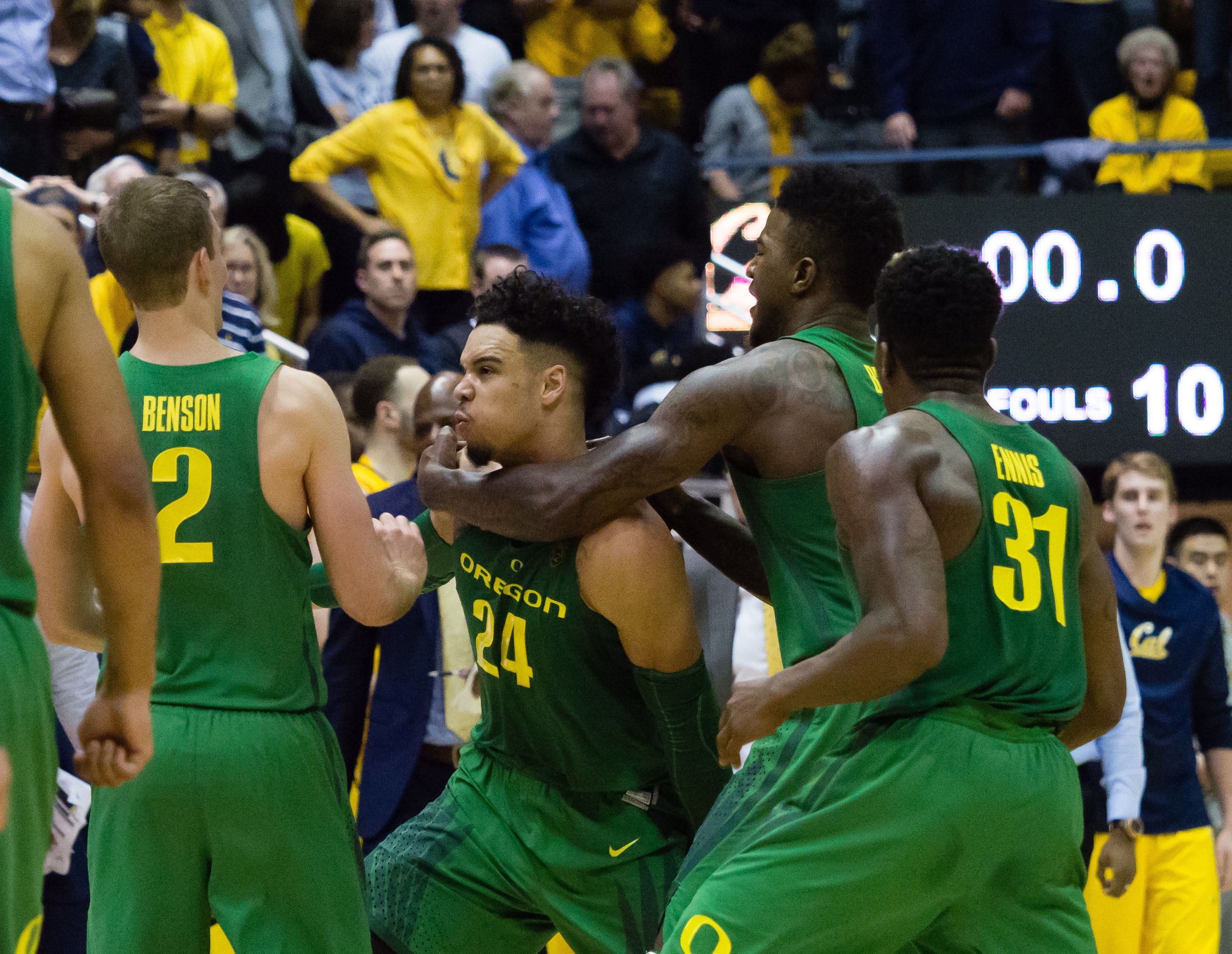 9894057-ncaa-basketball-oregon-at-california