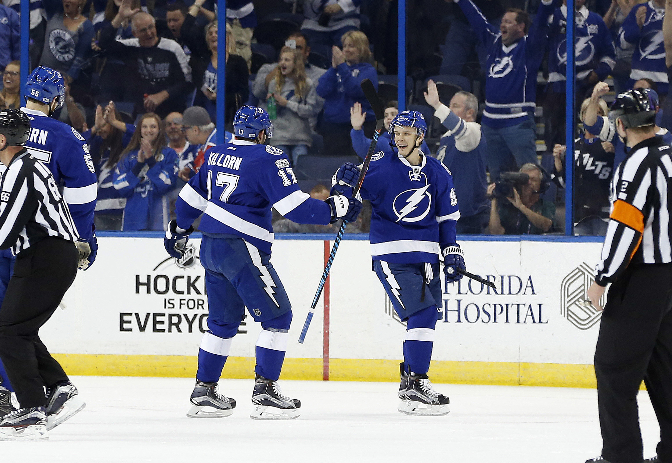 9896174-nhl-calgary-flames-at-tampa-bay-lightning