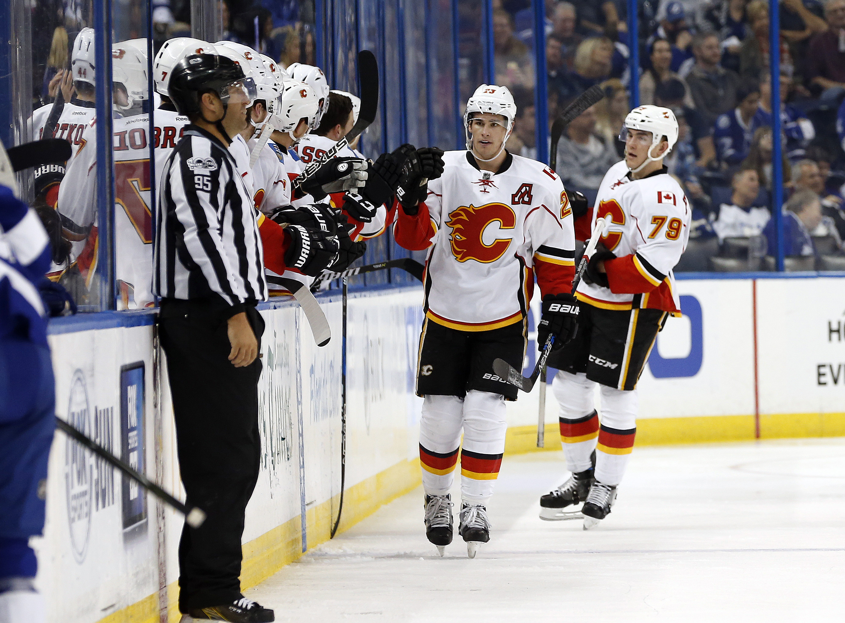 9896319-nhl-calgary-flames-at-tampa-bay-lightning