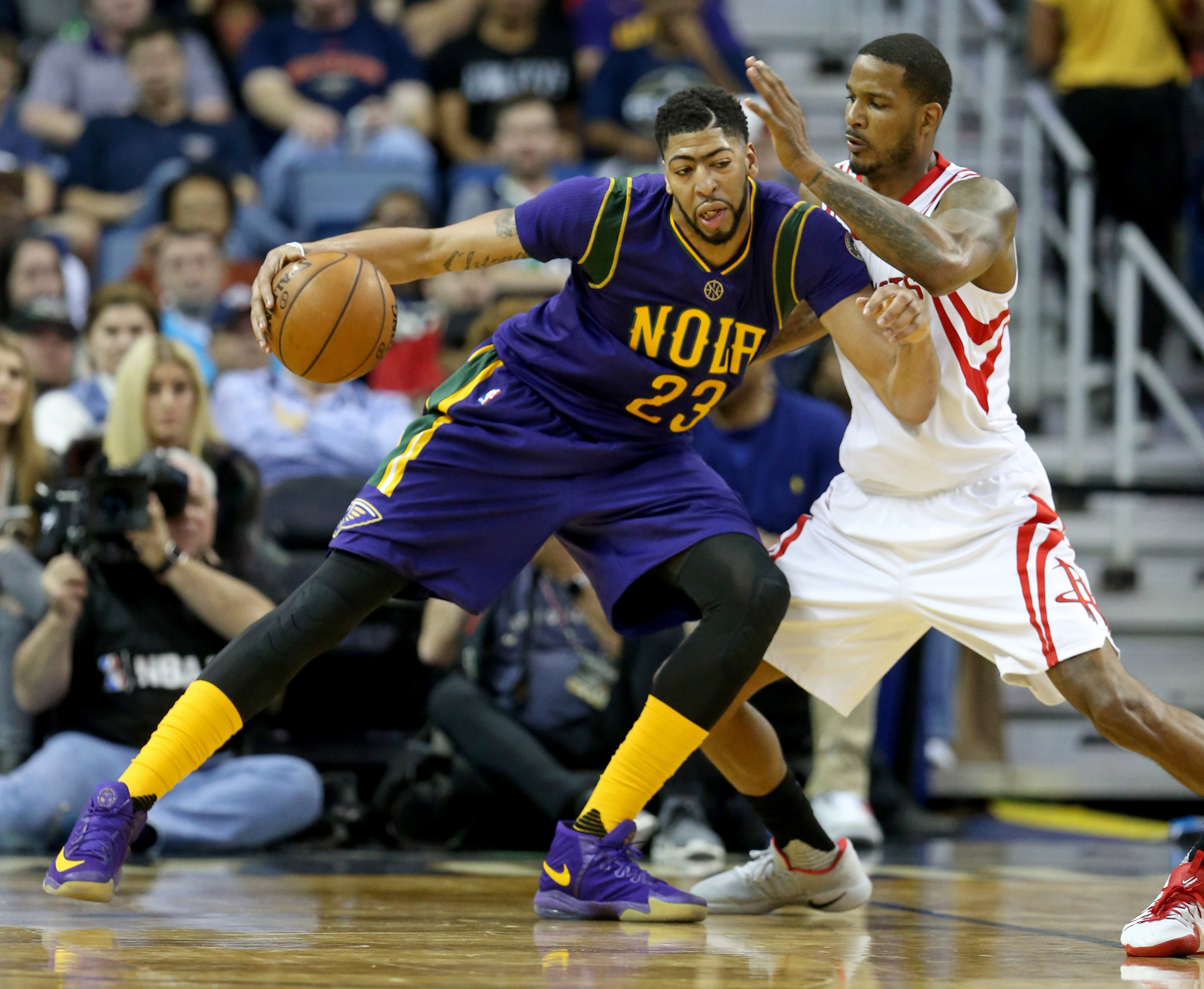 9896374-nba-houston-rockets-at-new-orleans-pelicans-1