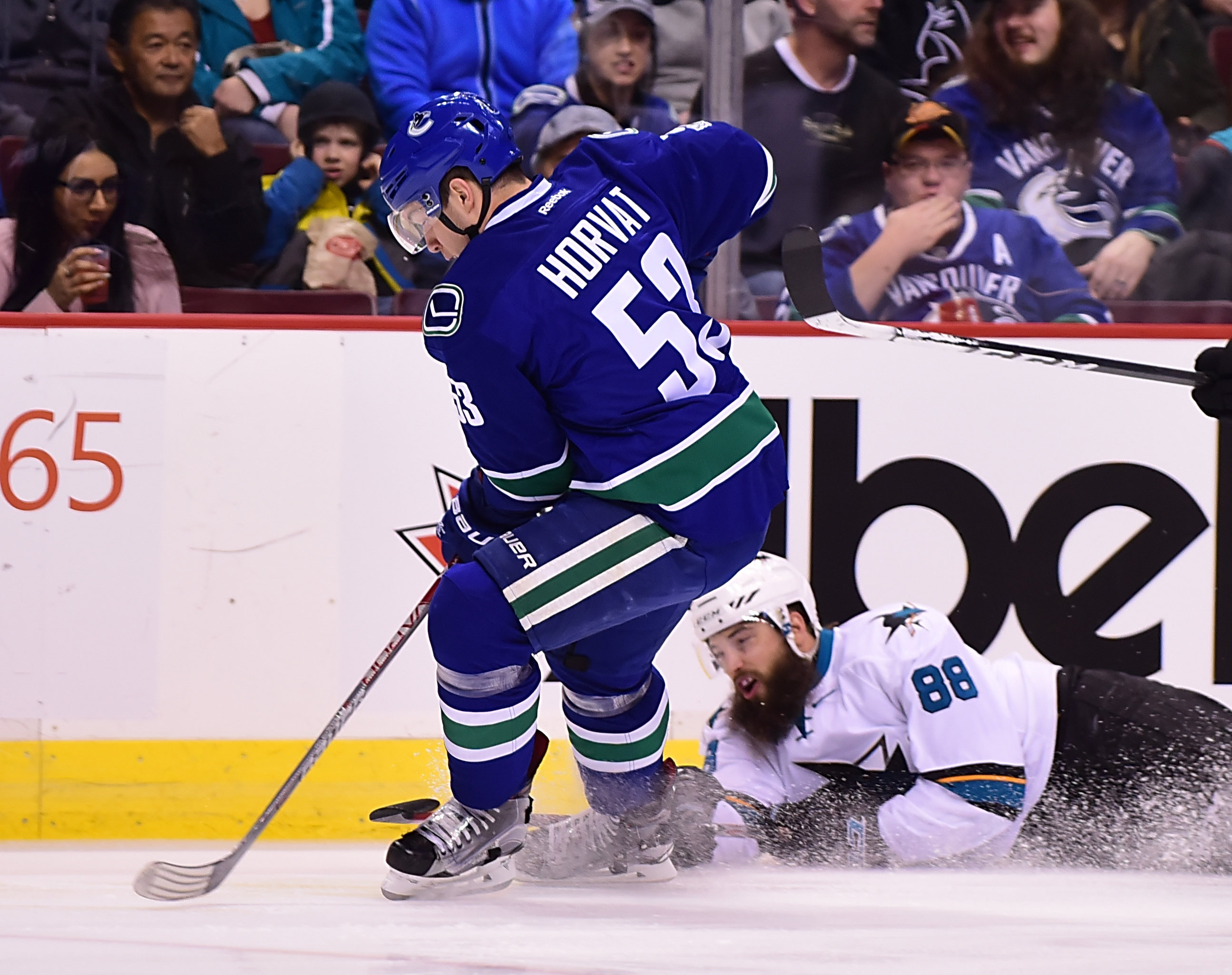 9900966-nhl-san-jose-sharks-at-vancouver-canucks