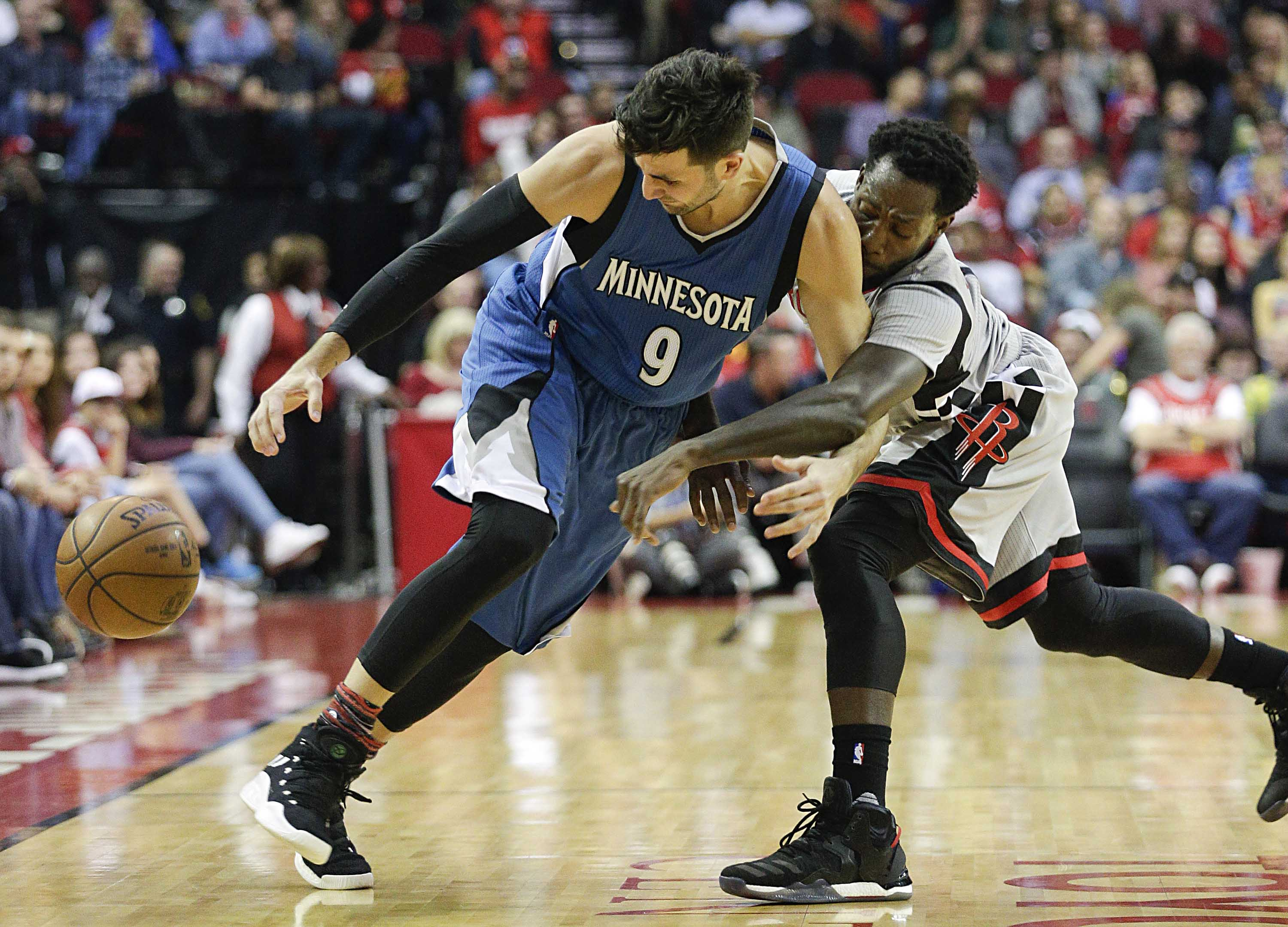 9901229-nba-minnesota-timberwolves-at-houston-rockets