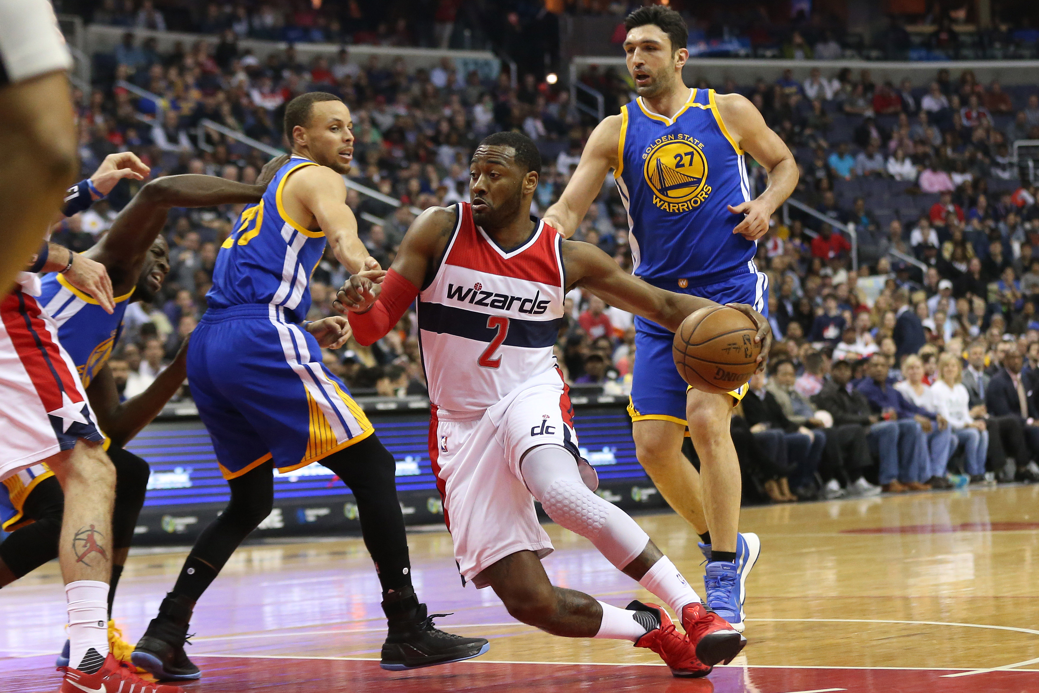 9907809-nba-golden-state-warriors-at-washington-wizards