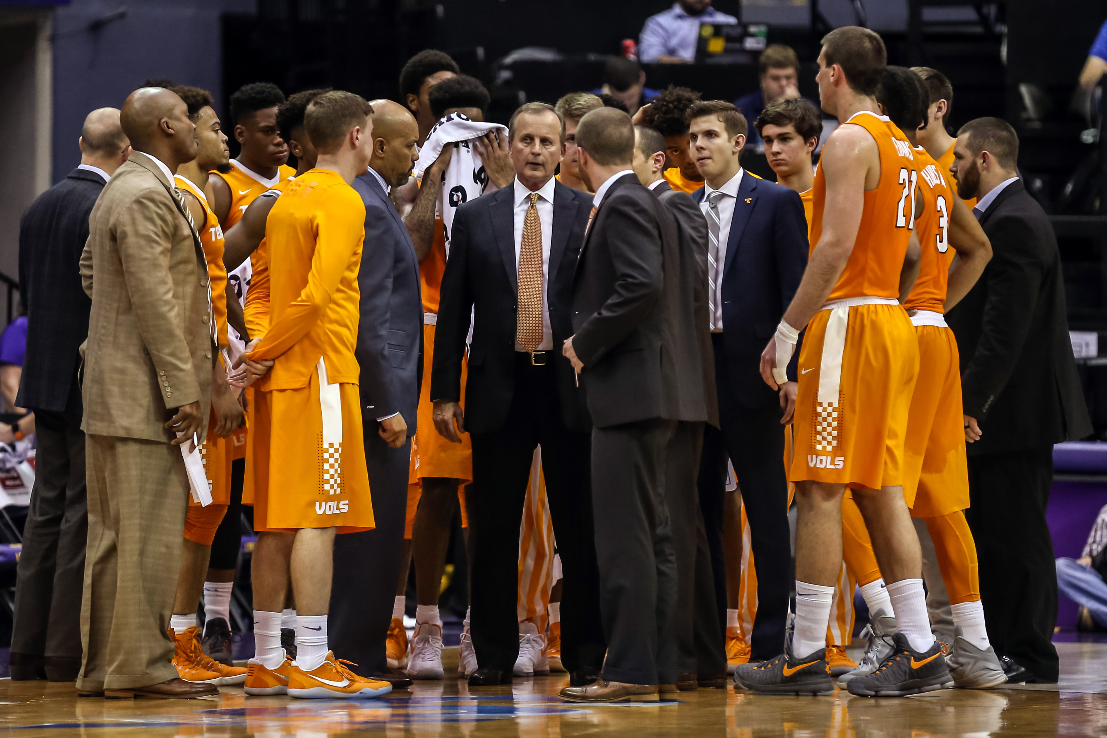 9910618-ncaa-basketball-tennessee-at-louisiana-state