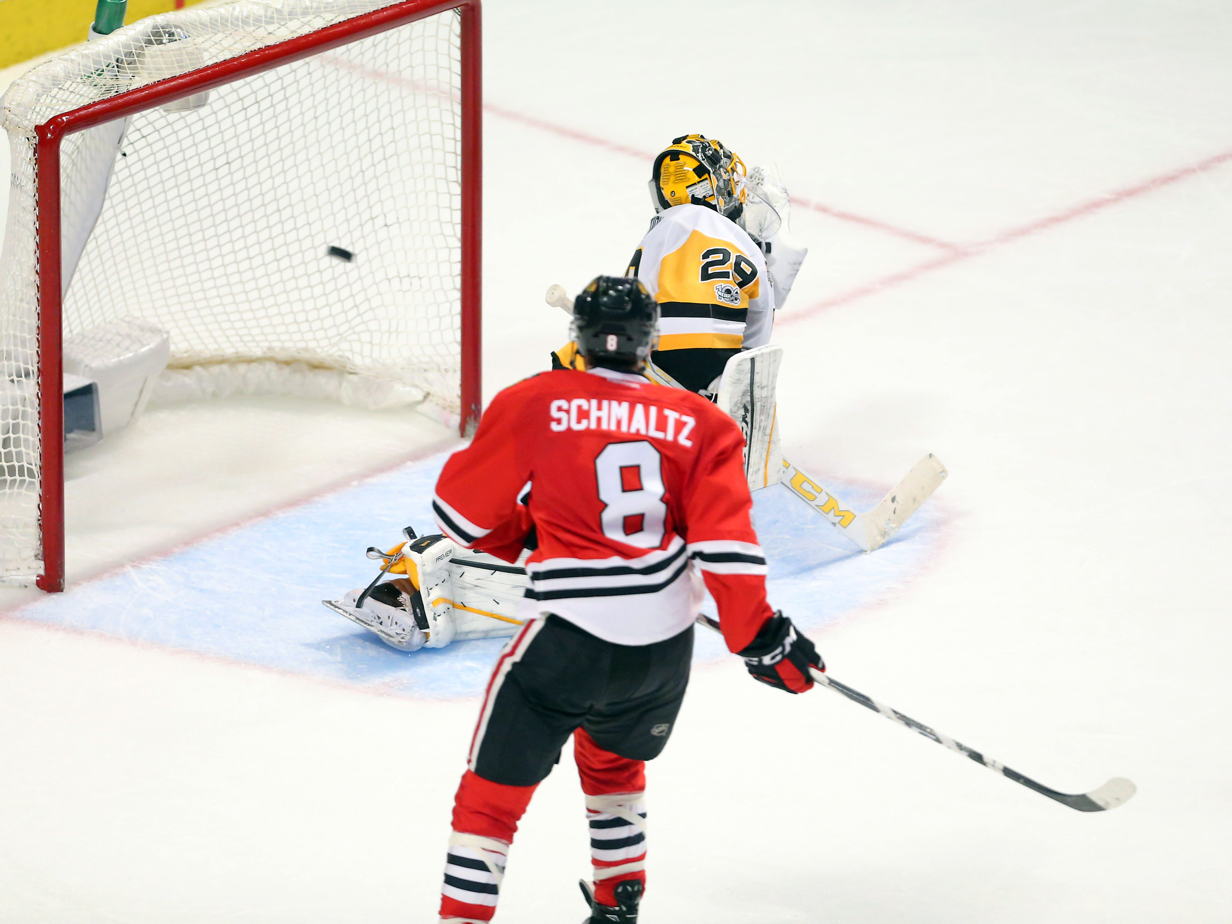9910703-nhl-pittsburgh-penguins-at-chicago-blackhawks